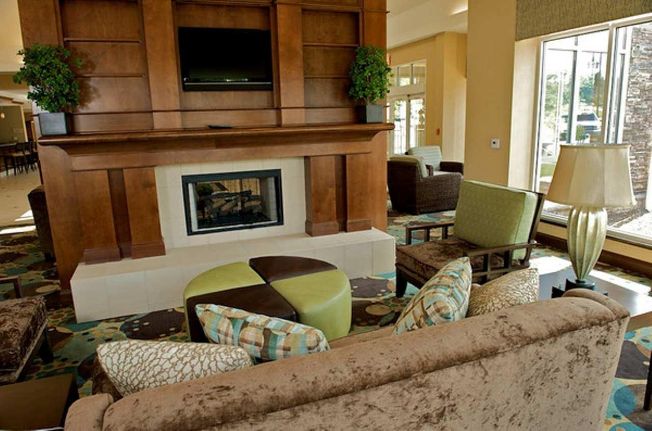 Hilton Garden Inn Gainesville image 5