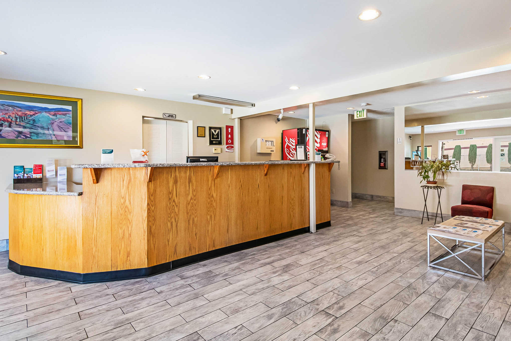 Econo Lodge Inn & Suites Yuba City - Marysville image 4