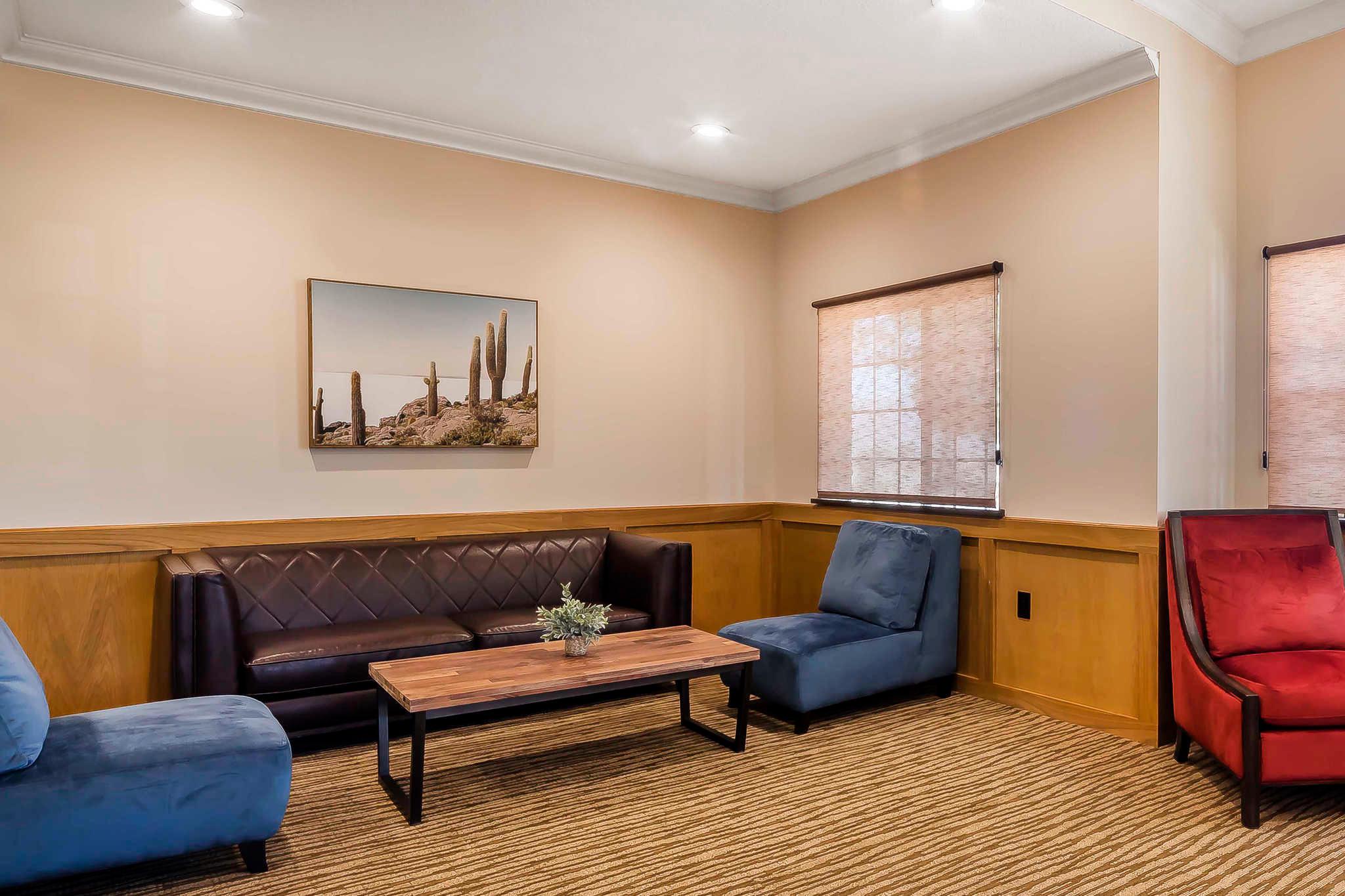 Comfort Suites El Paso Airport image 4