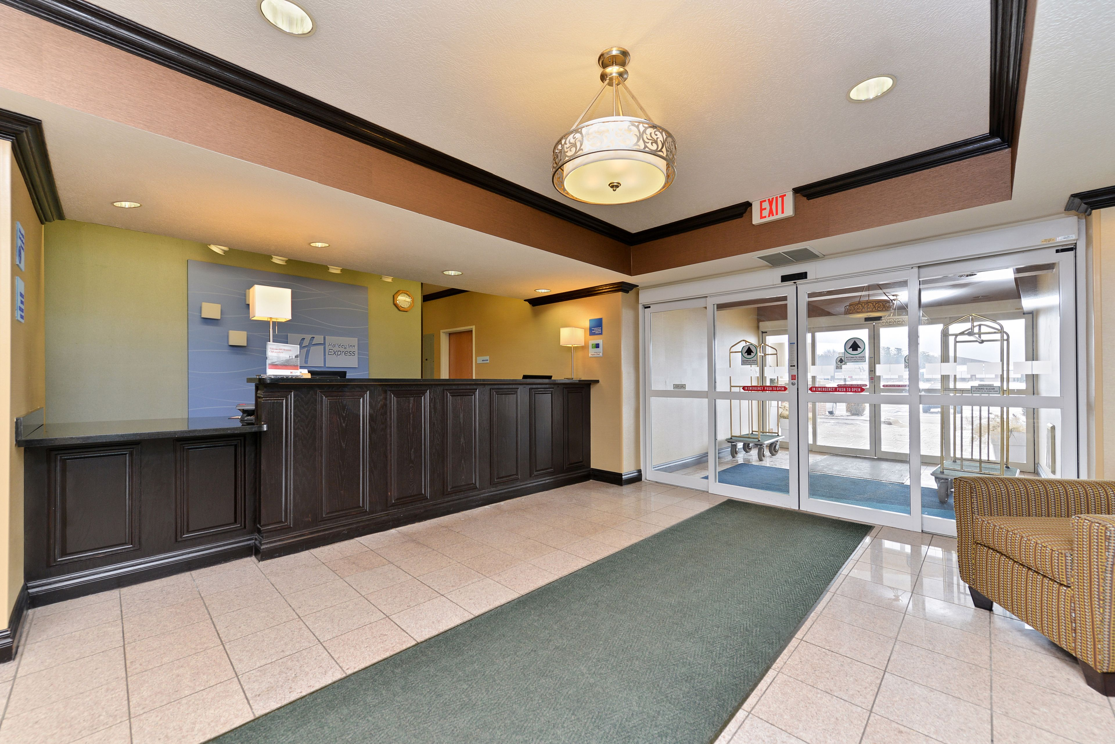 Holiday Inn Express & Suites Charlotte image 4