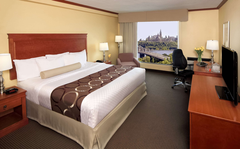 Best Western Plus Gatineau-Ottawa à Gatineau: King Bed Guest Room Parliament View