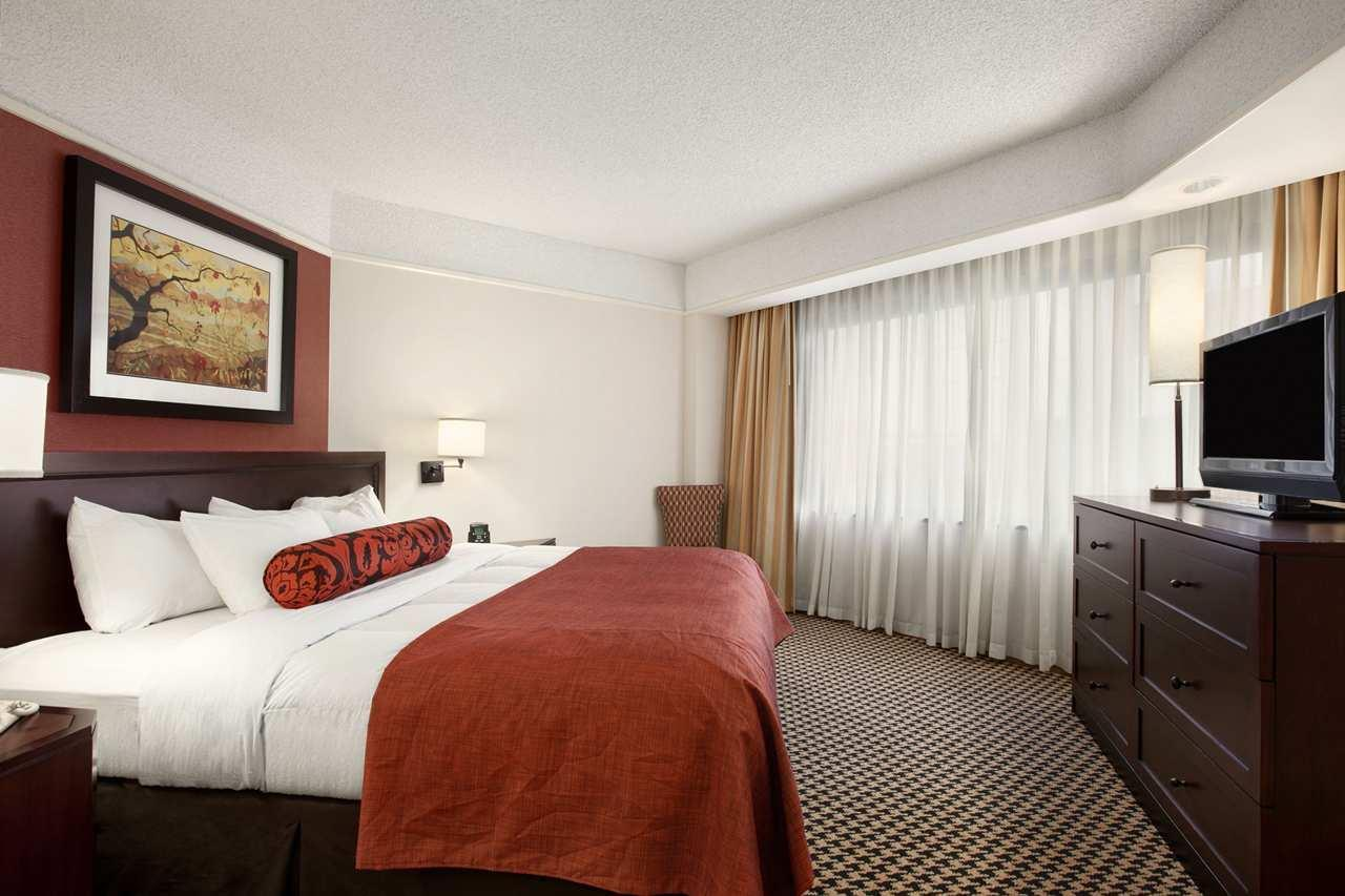 Embassy Suites by Hilton Atlanta Perimeter Center image 5