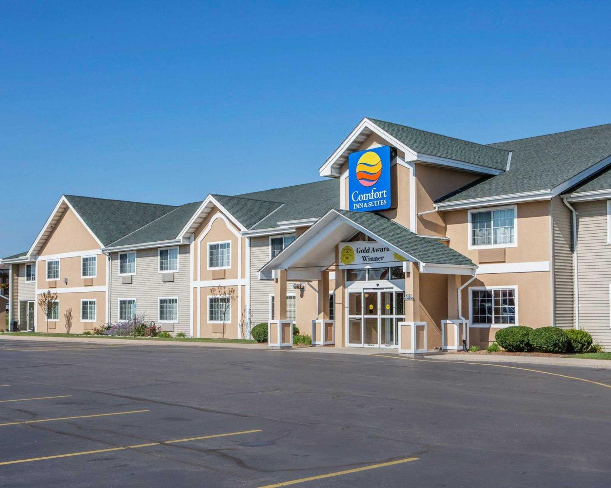 Comfort Inn & Suites Jackson - West Bend image 2