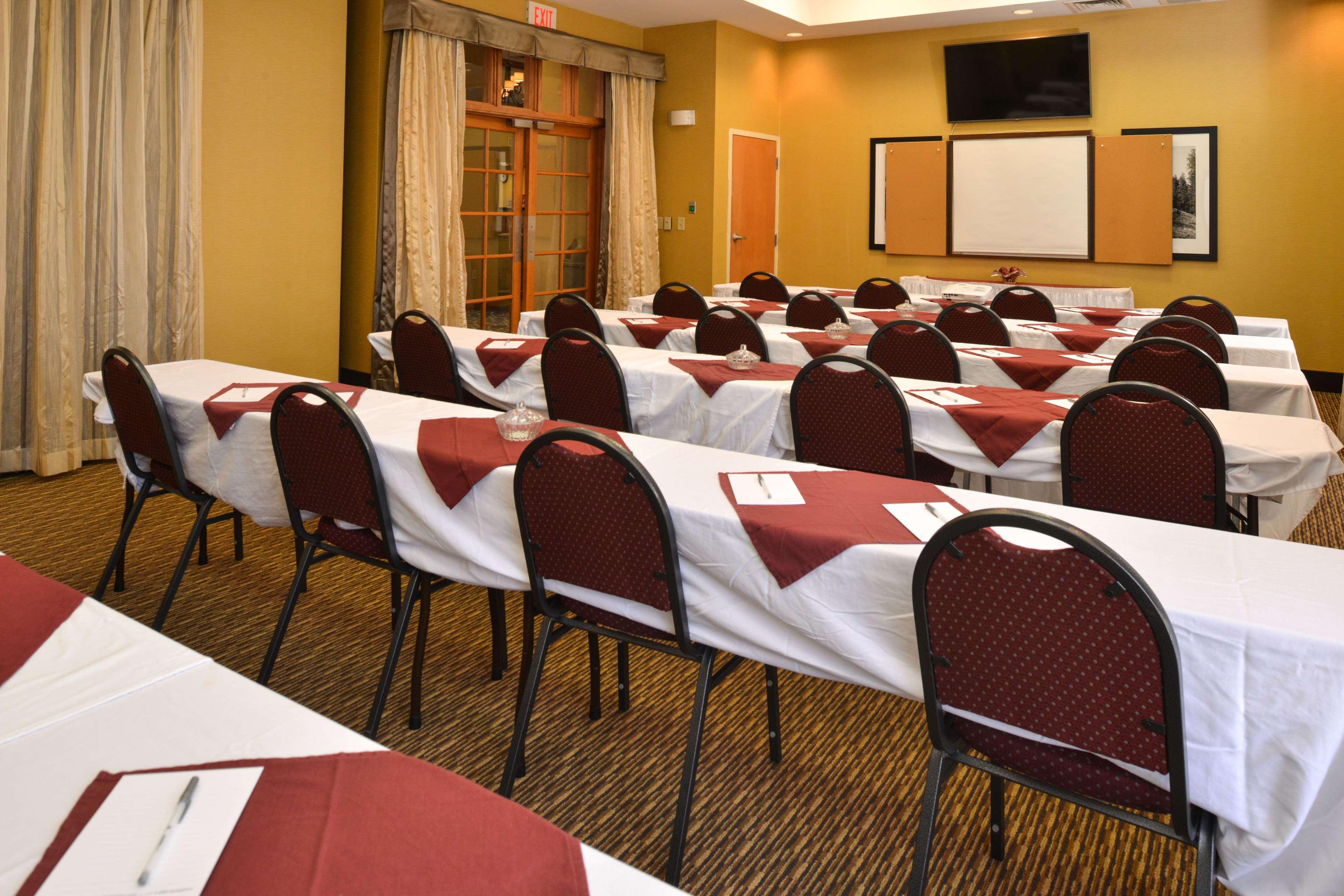 Hampton Inn & Suites Pueblo-Southgate image 0