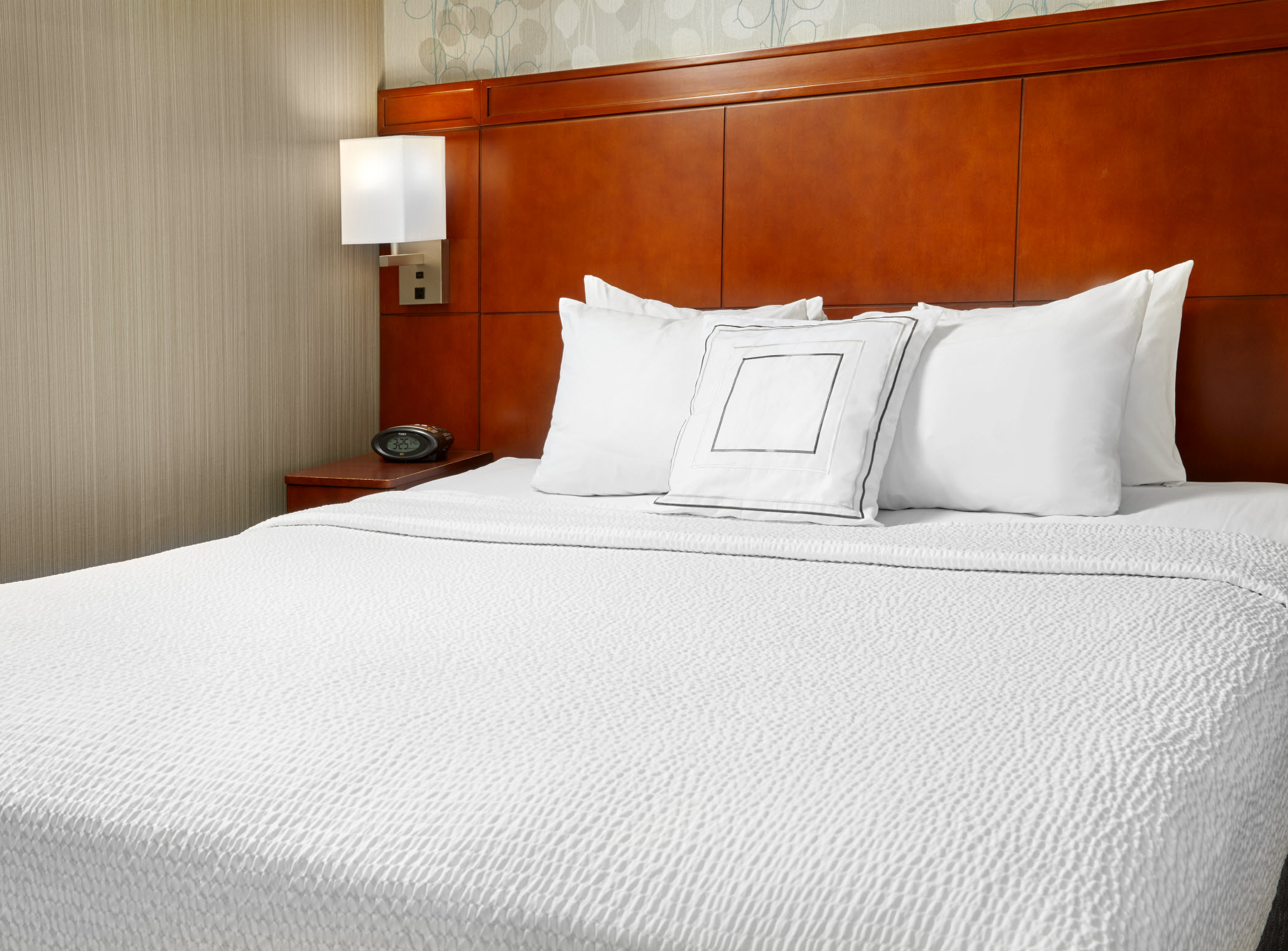 Courtyard by Marriott San Antonio Six Flags® at The RIM image 15