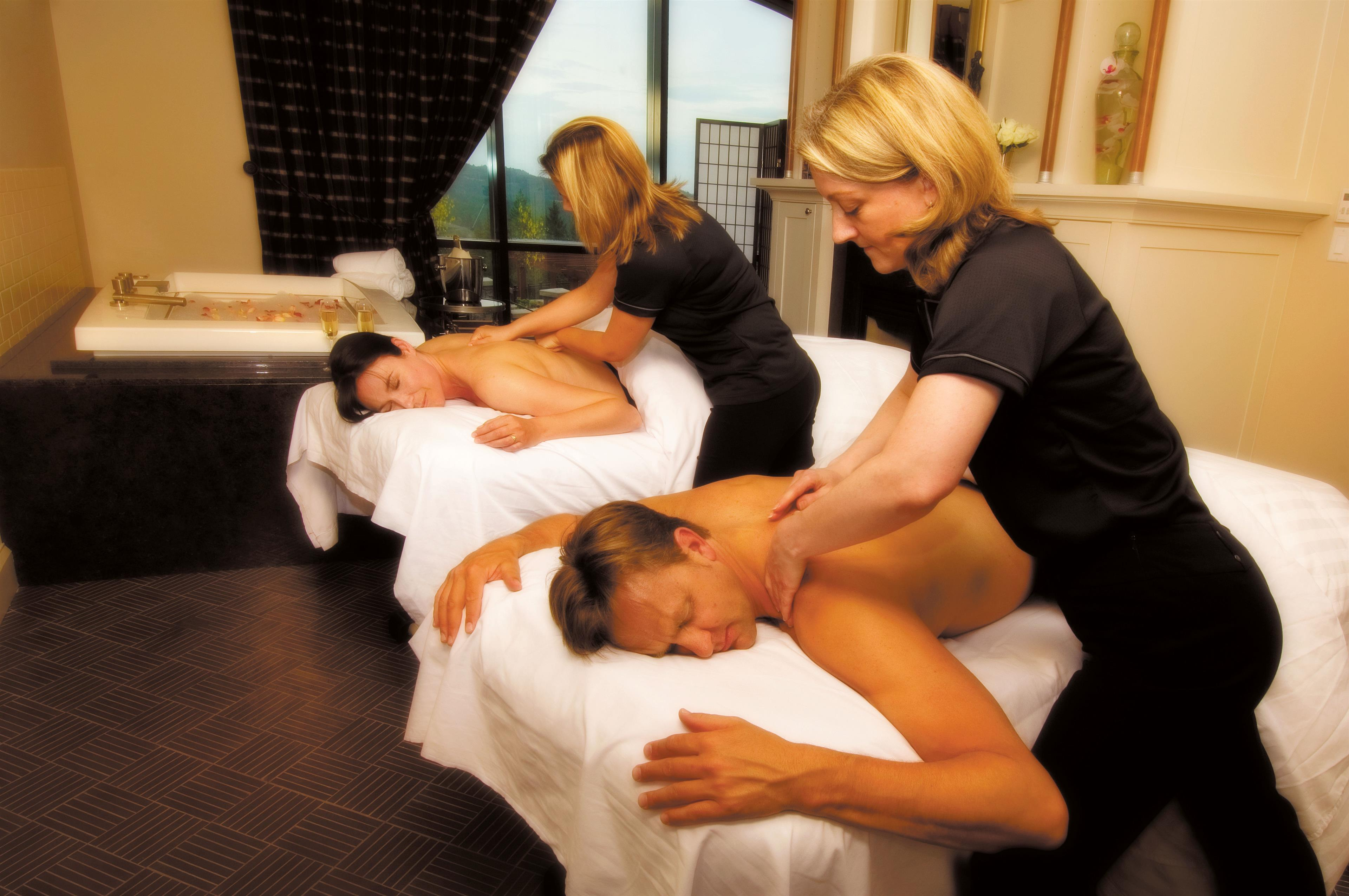 The Westin Bear Mountain Golf Resort & Spa, Victoria in Victoria: Couple getting massage