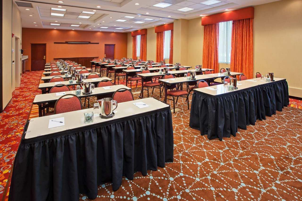 Hampton Inn & Suites Chicago-North Shore/Skokie image 12