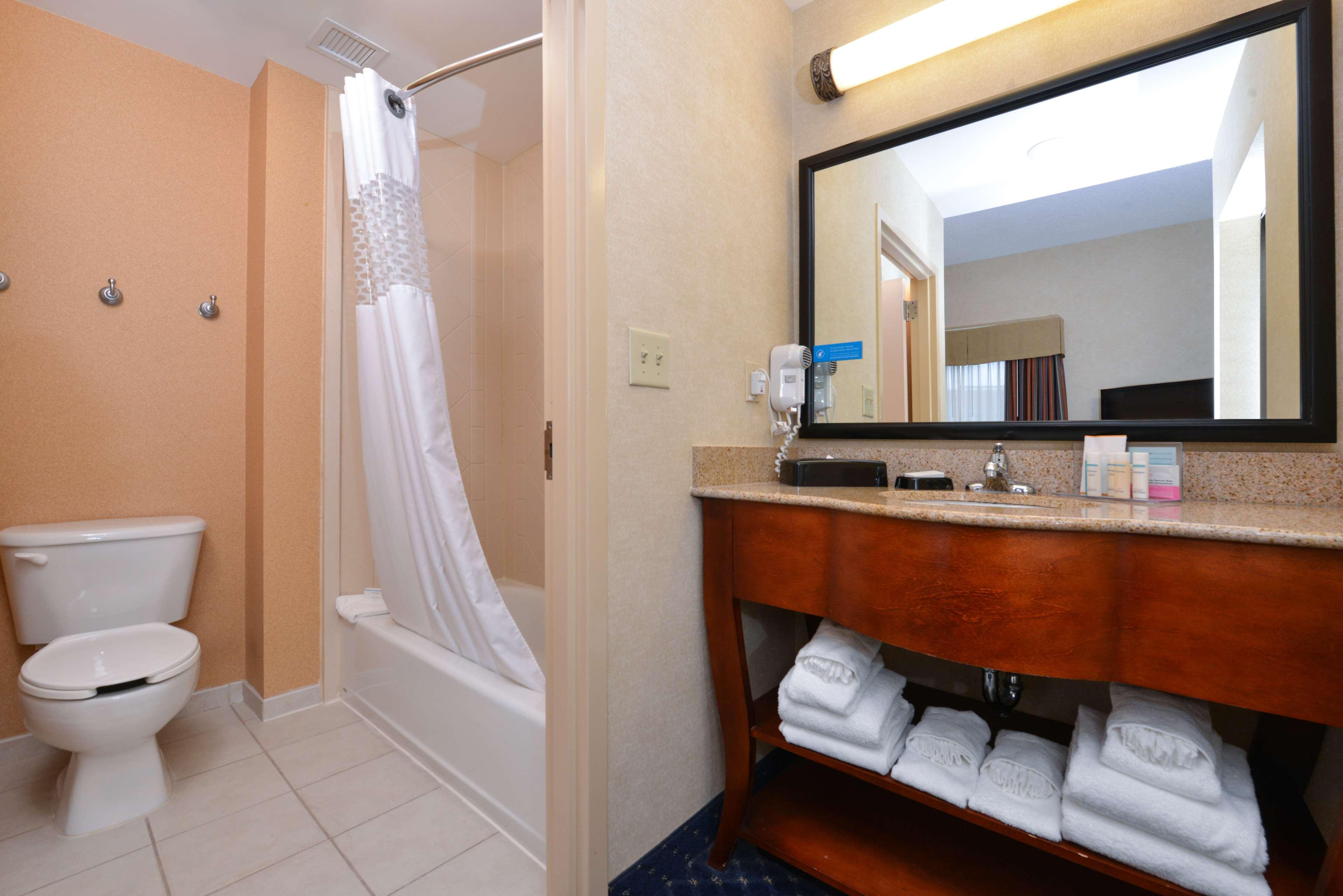 Hampton Inn & Suites Fredericksburg South image 32