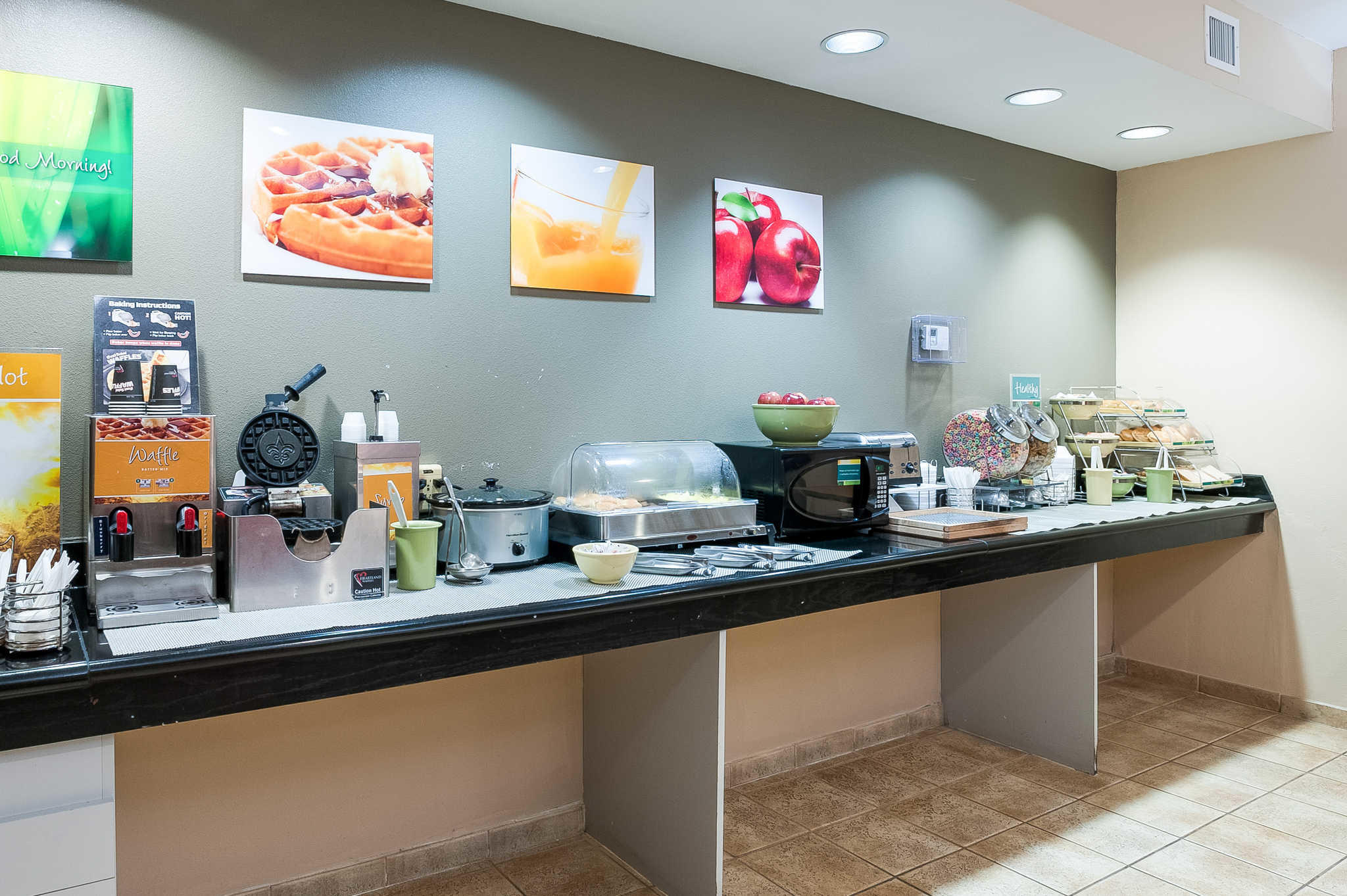 Quality Inn & Suites image 43