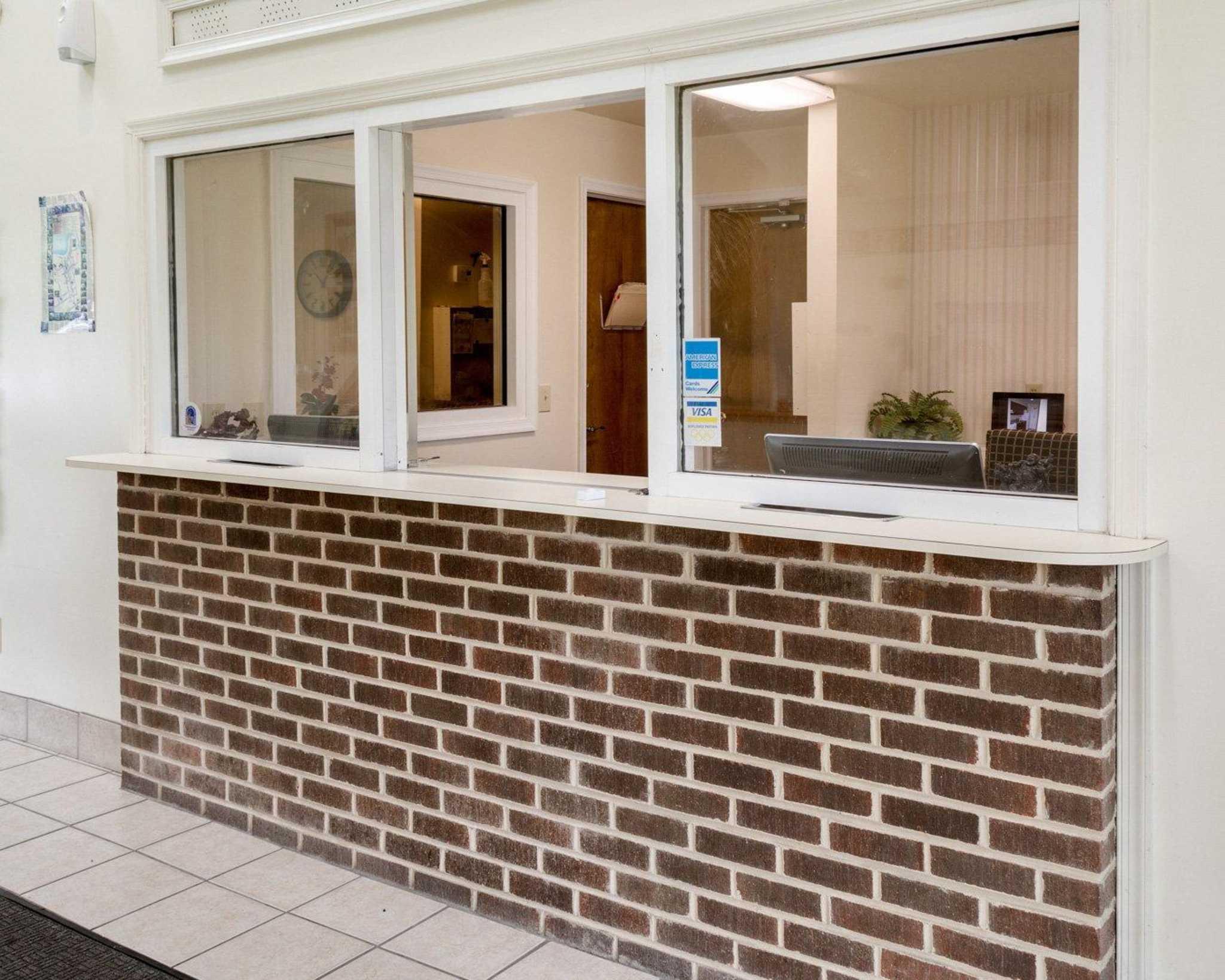 Econo Lodge Inn & Suites Carrollton Smithfield image 13