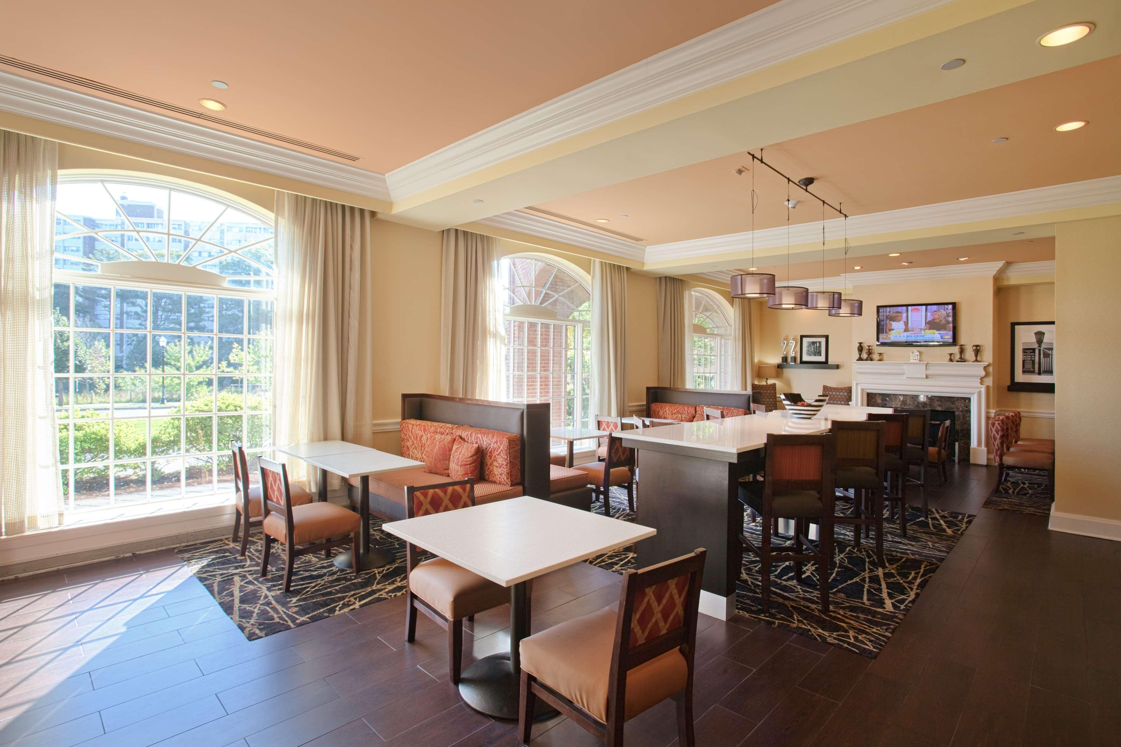 Hampton Inn & Suites Stamford image 14