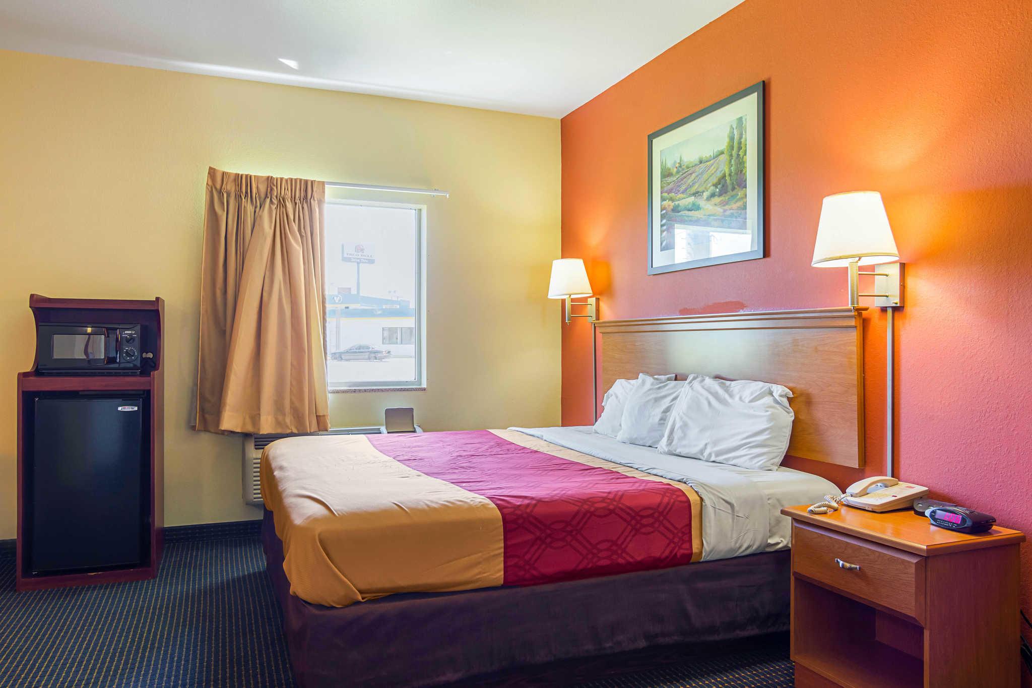 Econo Lodge Inn & Suites Pritchard Road North Little Rock image 6