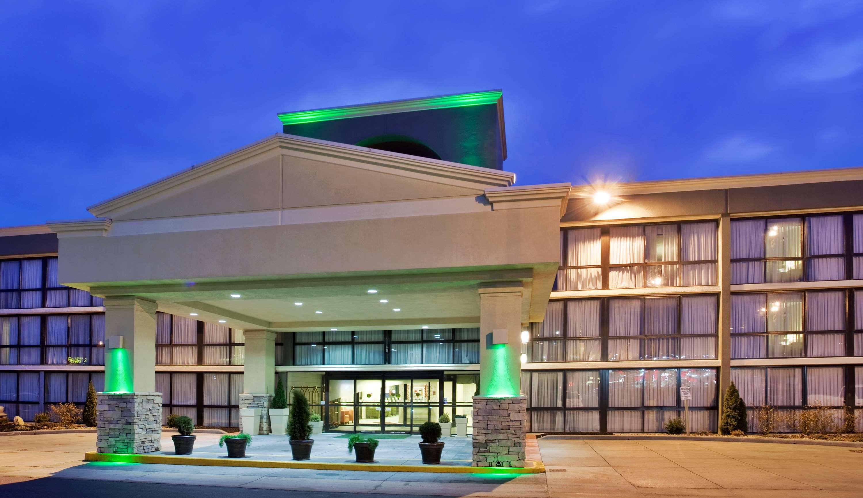 SureStay Plus Hotel by Best Western Kansas City Northeast image 0