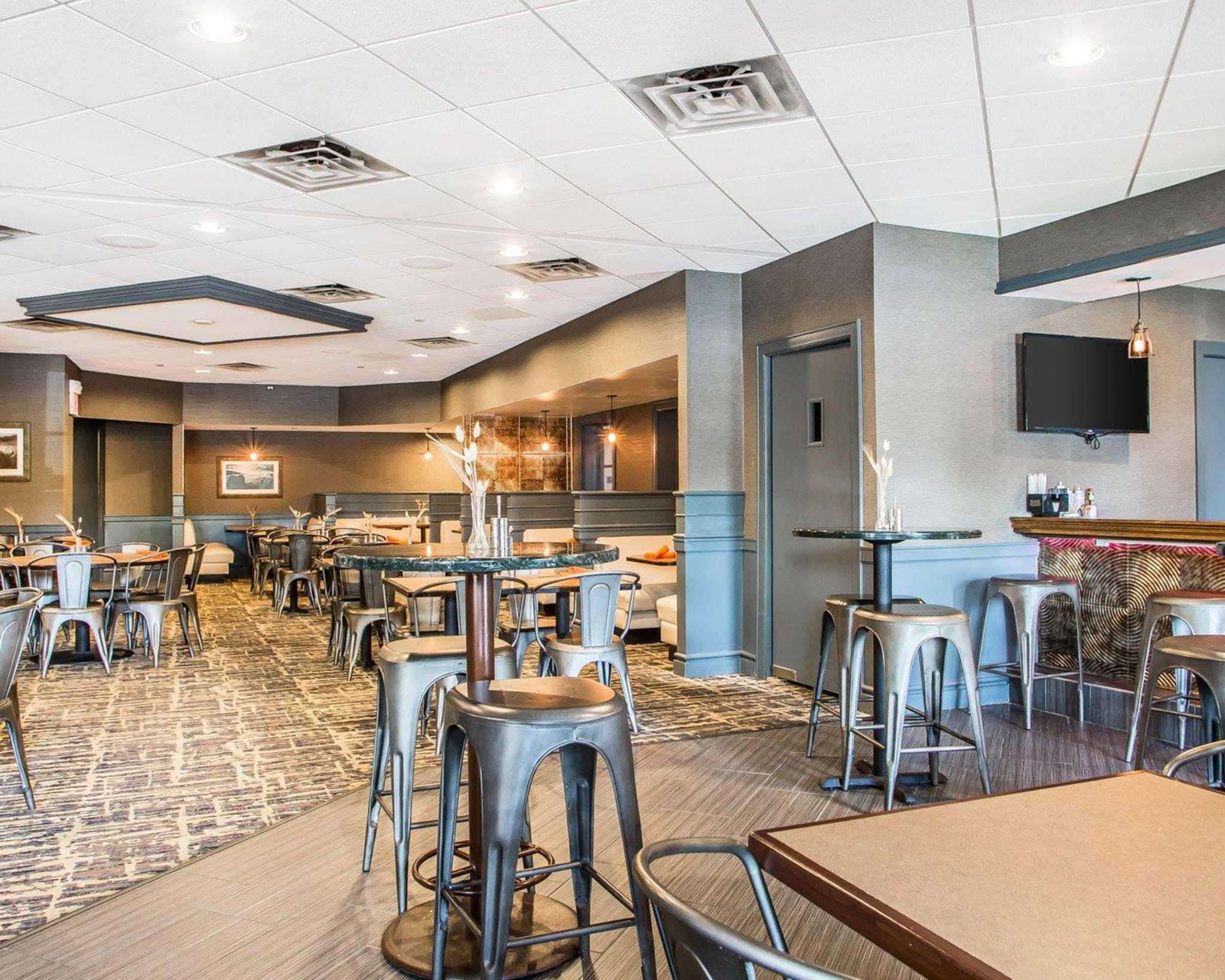 Clarion Hotel Highlander Conference Center image 36