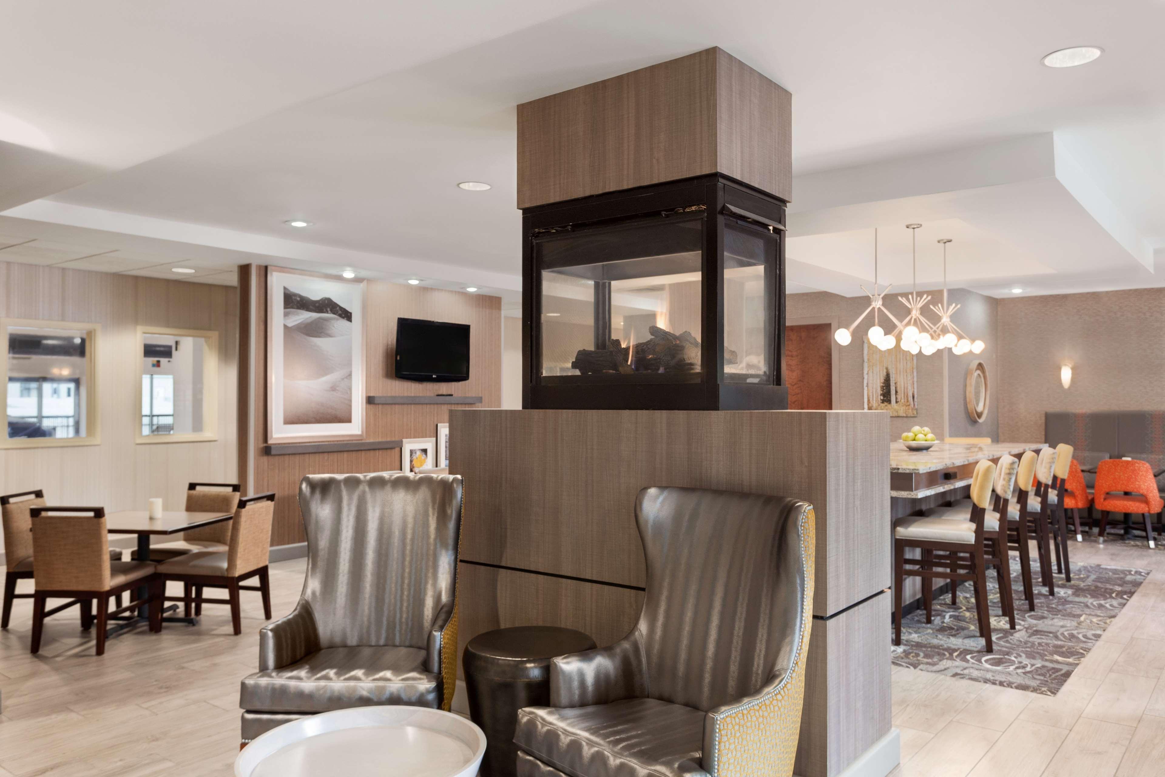 Hampton Inn & Suites Denver-Cherry Creek image 4