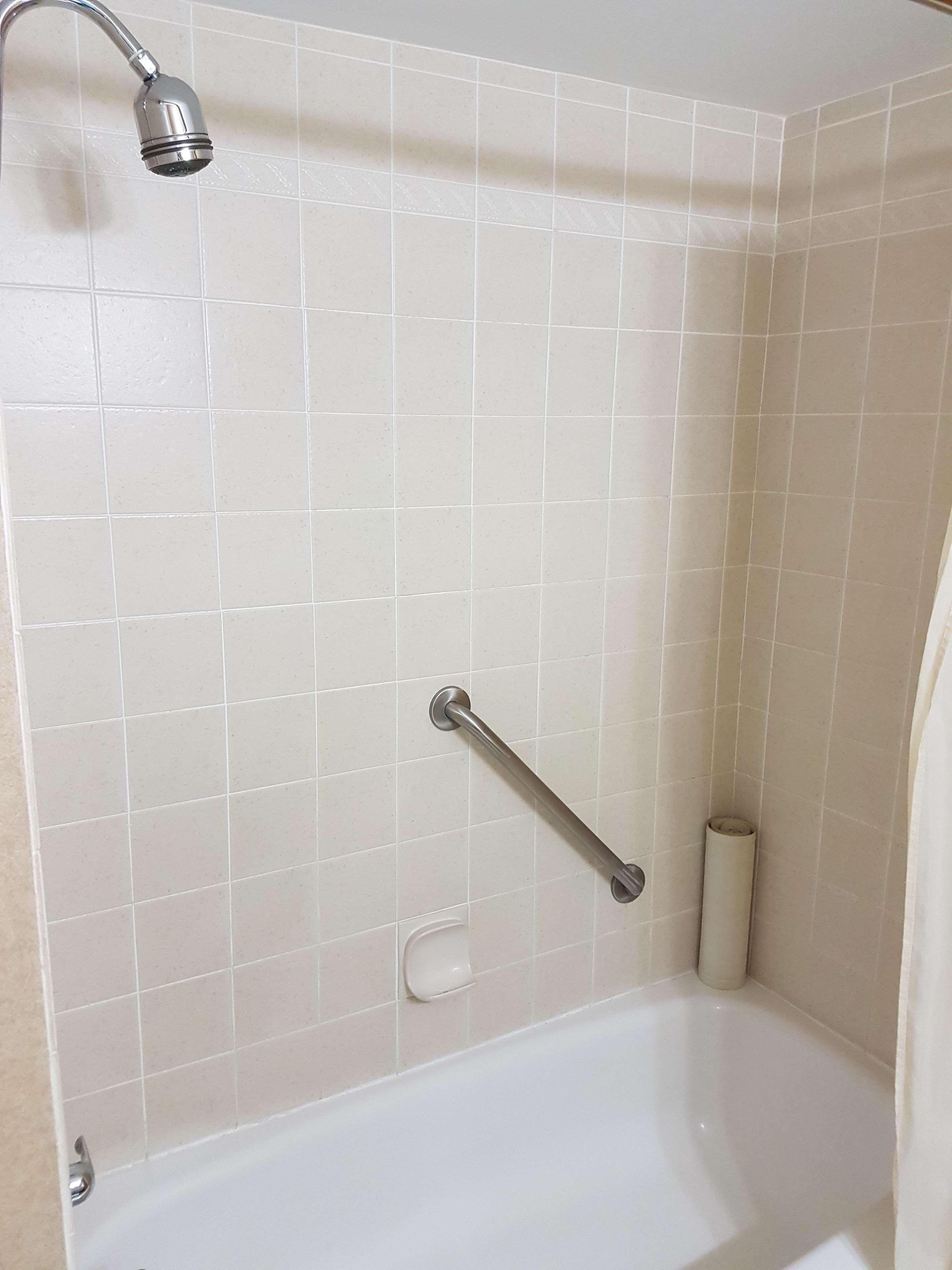 SureStay Plus Hotel by Best Western Coquitlam in Coquitlam: Bathroom