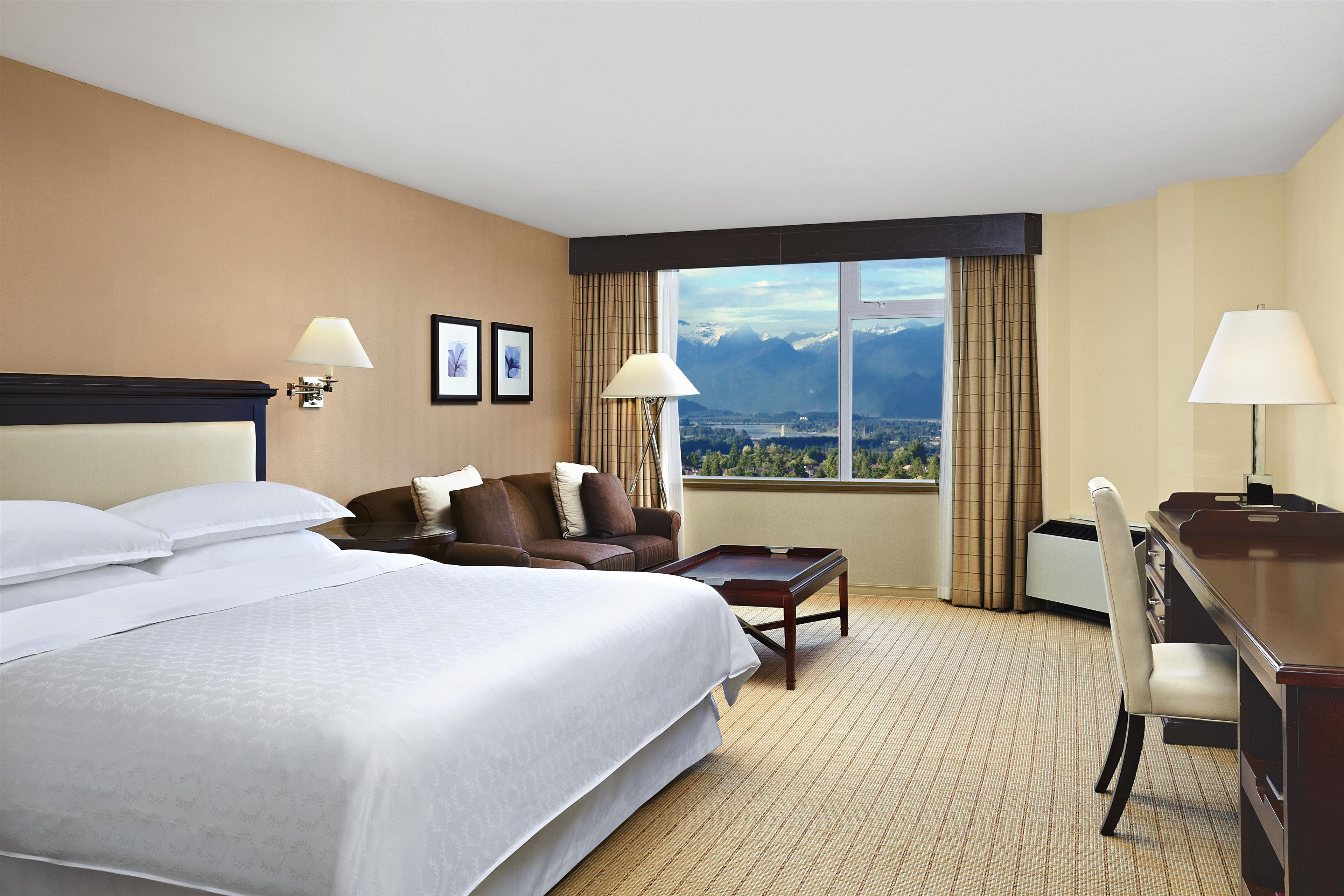 Sheraton Vancouver Guildford Hotel in Surrey: Traditional King Guest Room
