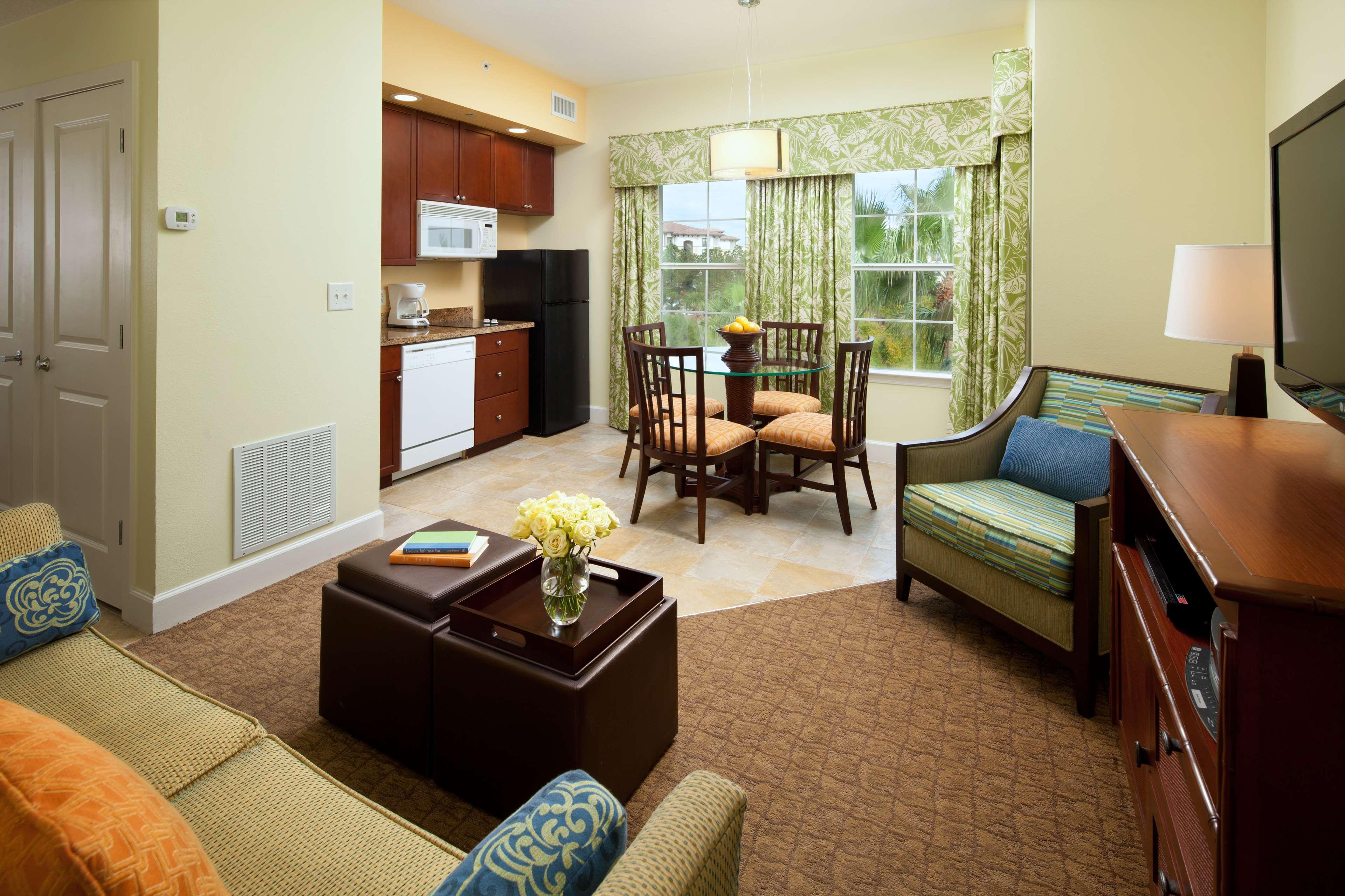 Key West Phase - Kitchen/Dining & Living Room - 3-bdrm lockoff villa, 2-bdrm villa, 2-bdrm lockoff villa, or 1-bdrm premium villa..