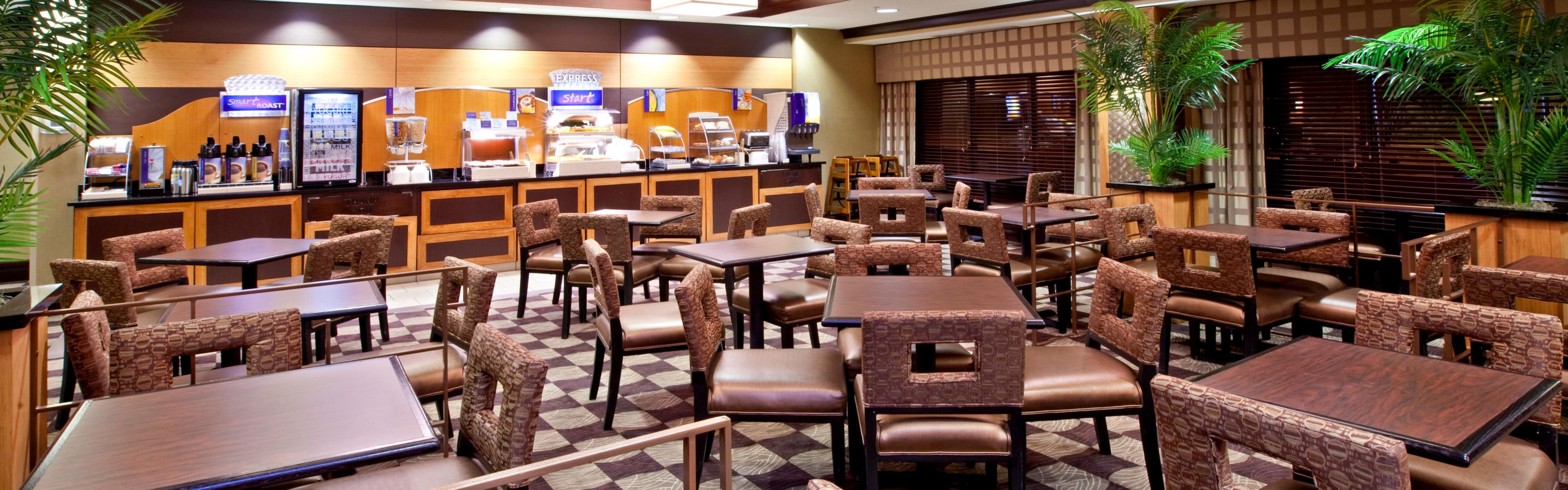 Holiday Inn Express & Suites Seymour image 3