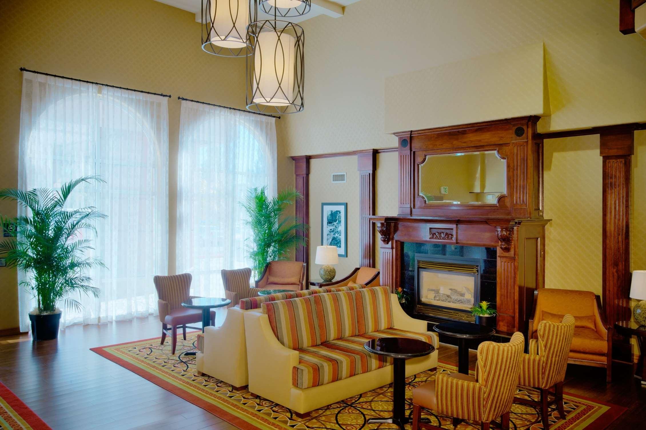 Hampton Inn & Suites Salt Lake City Airport image 2