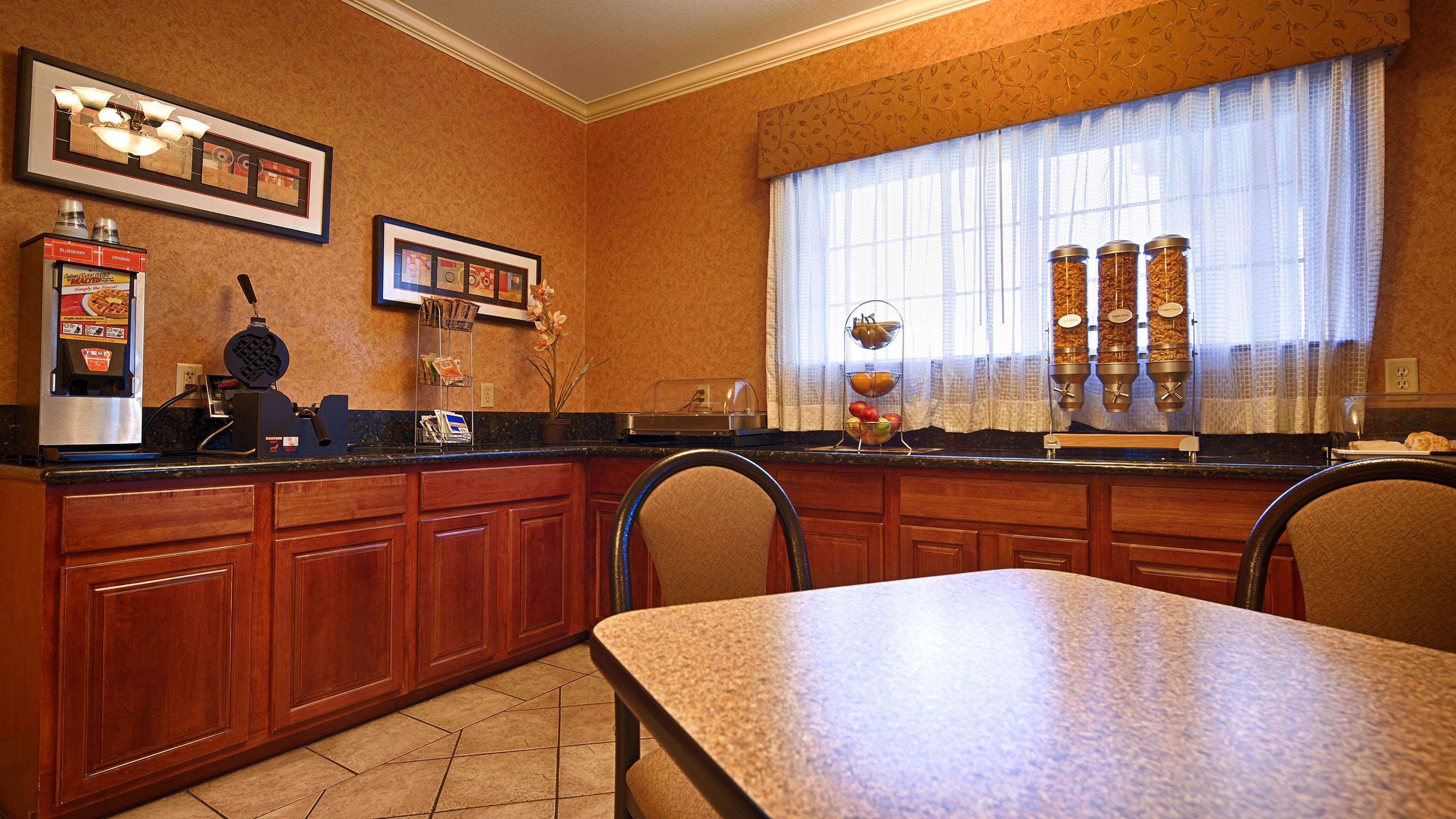 Best Western Henrietta Inn & Suites image 25