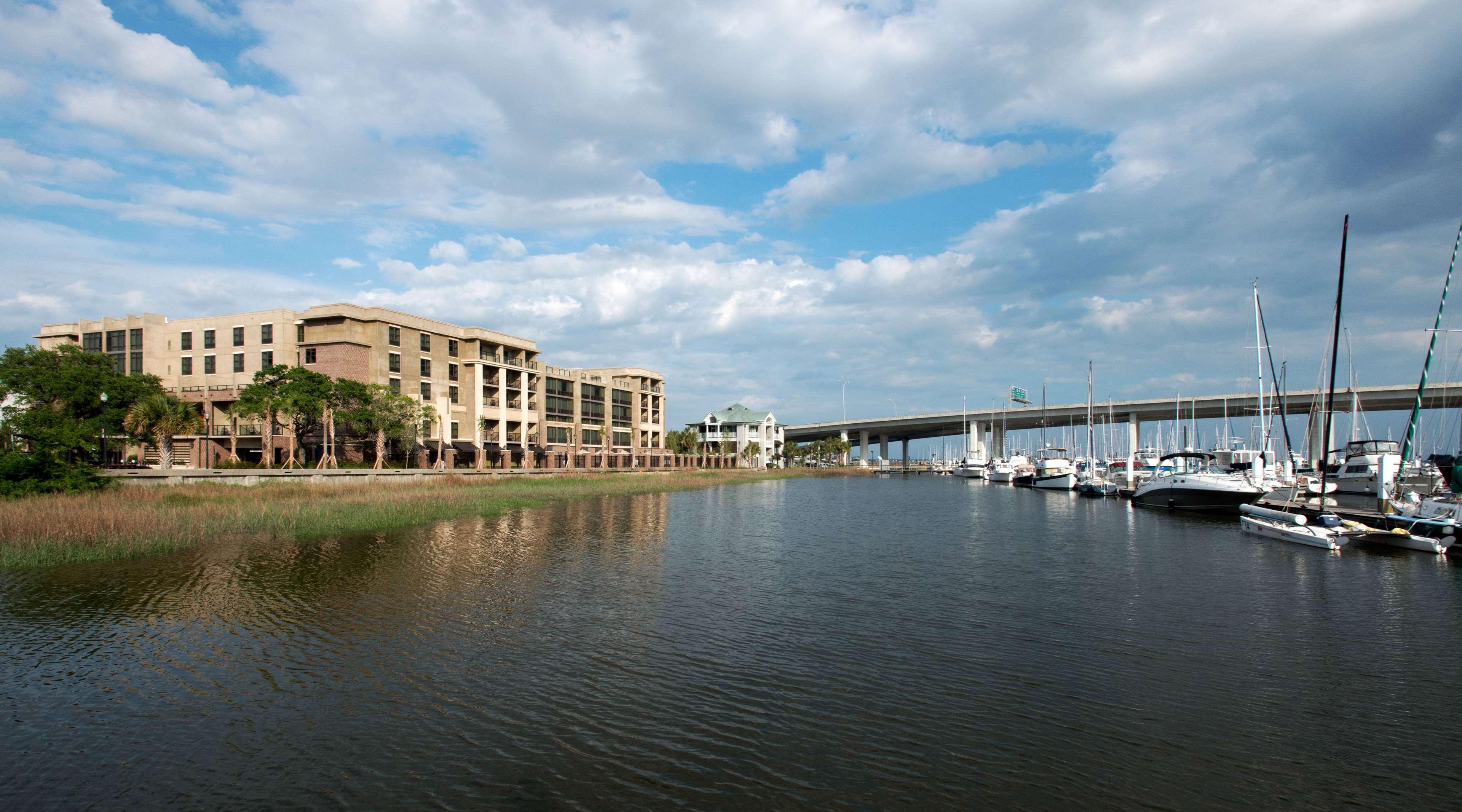 Hilton Garden Inn Charleston Waterfront/Downtown image 2