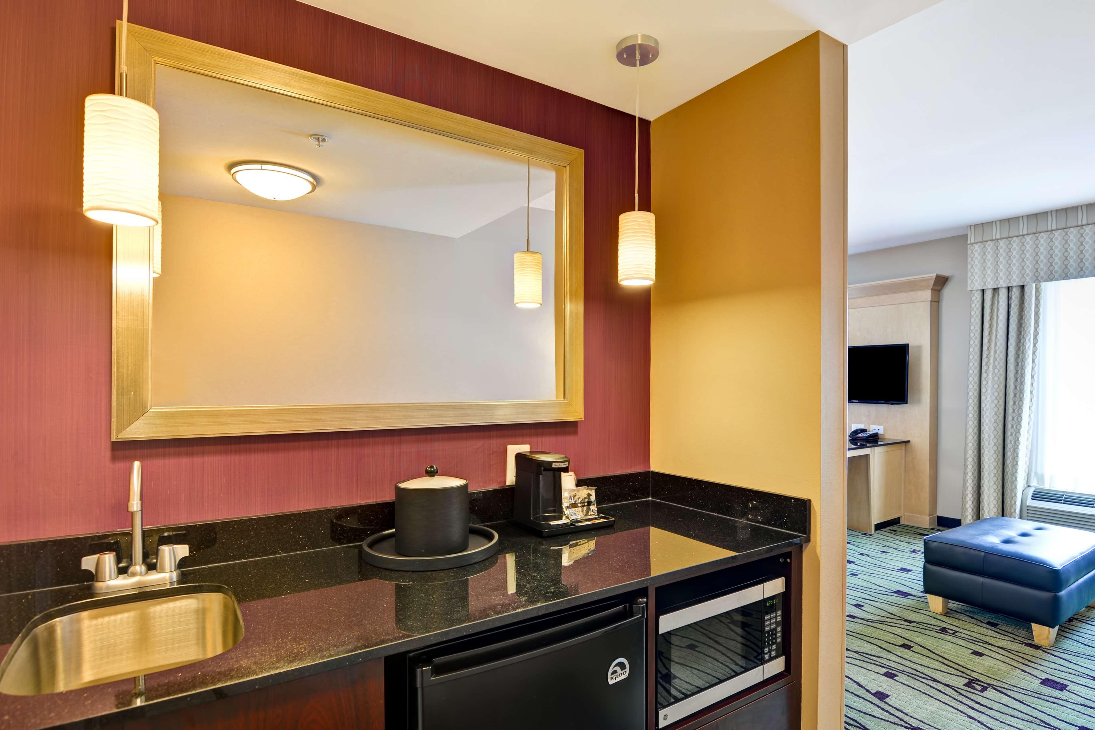 Hampton Inn & Suites Raleigh/Crabtree Valley image 20