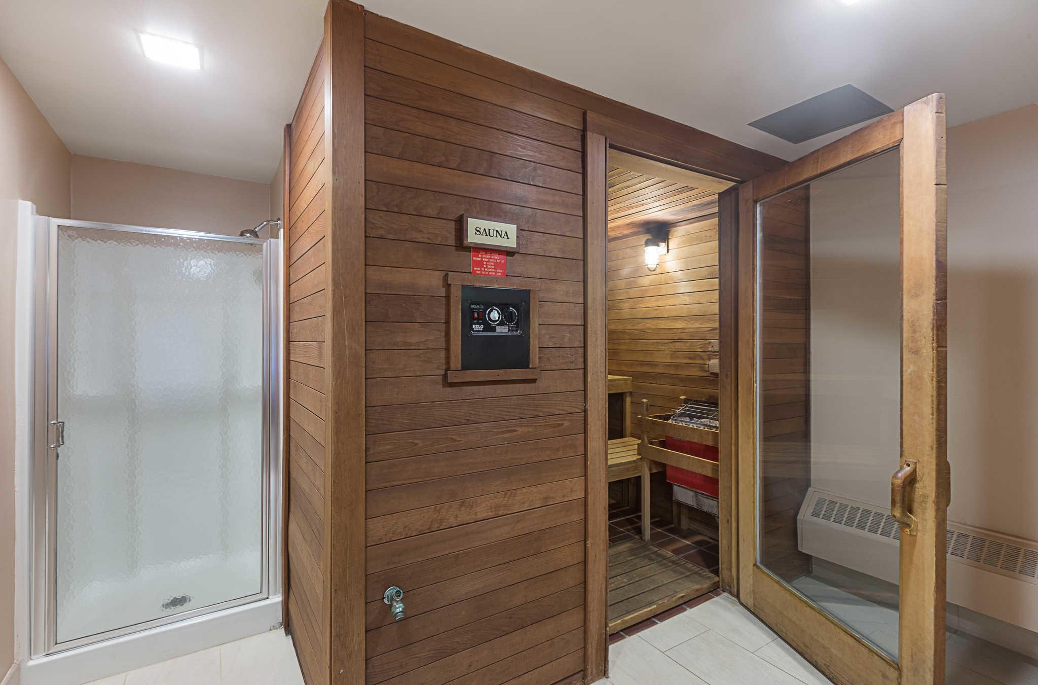 Quality Suites image 34