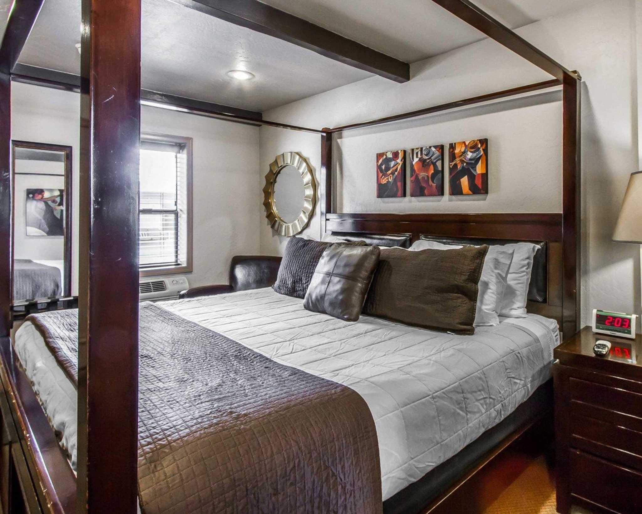 Rodeway Inn & Suites Downtowner-Rte 66 image 12