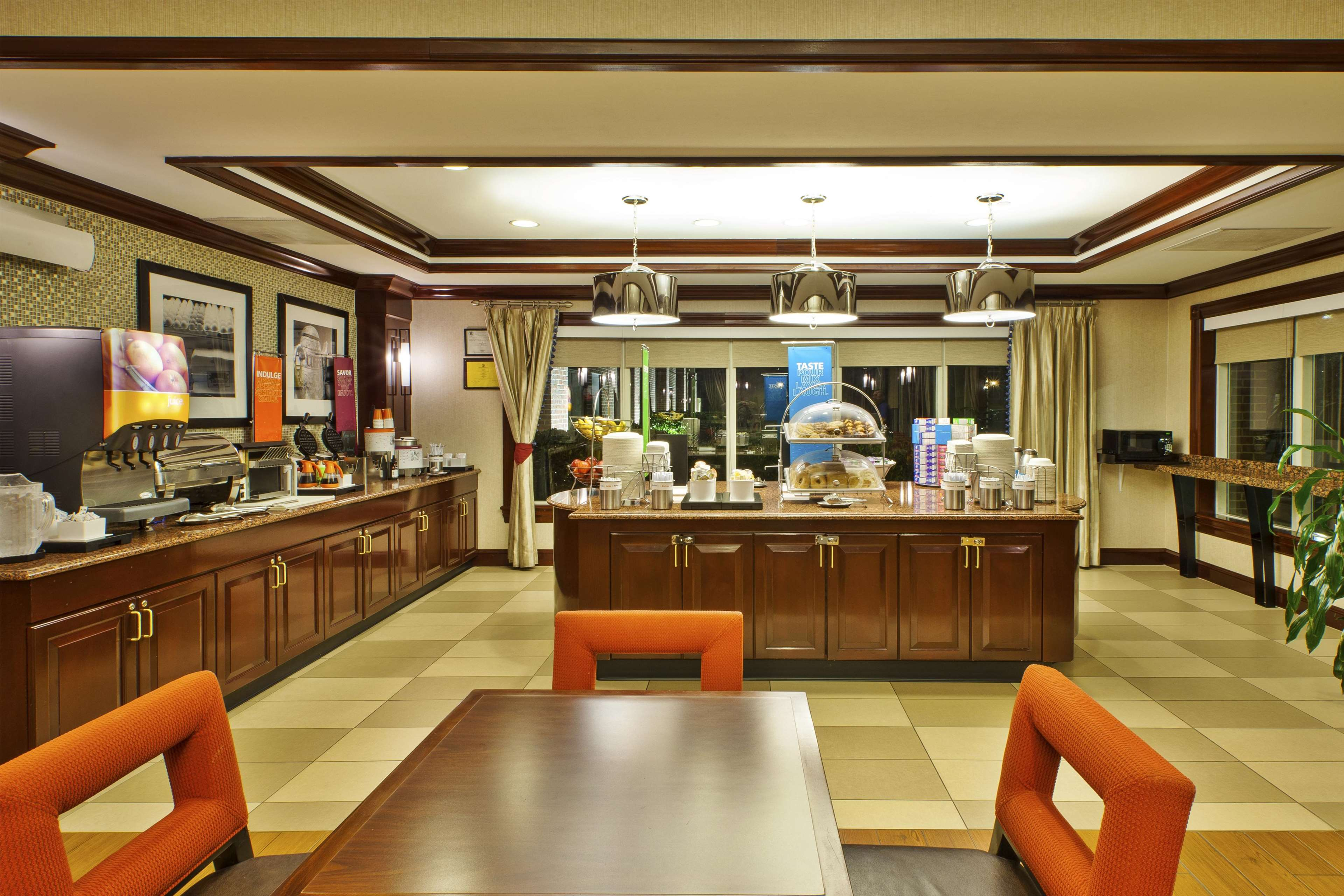 Hampton Inn Dulles/Cascades image 13