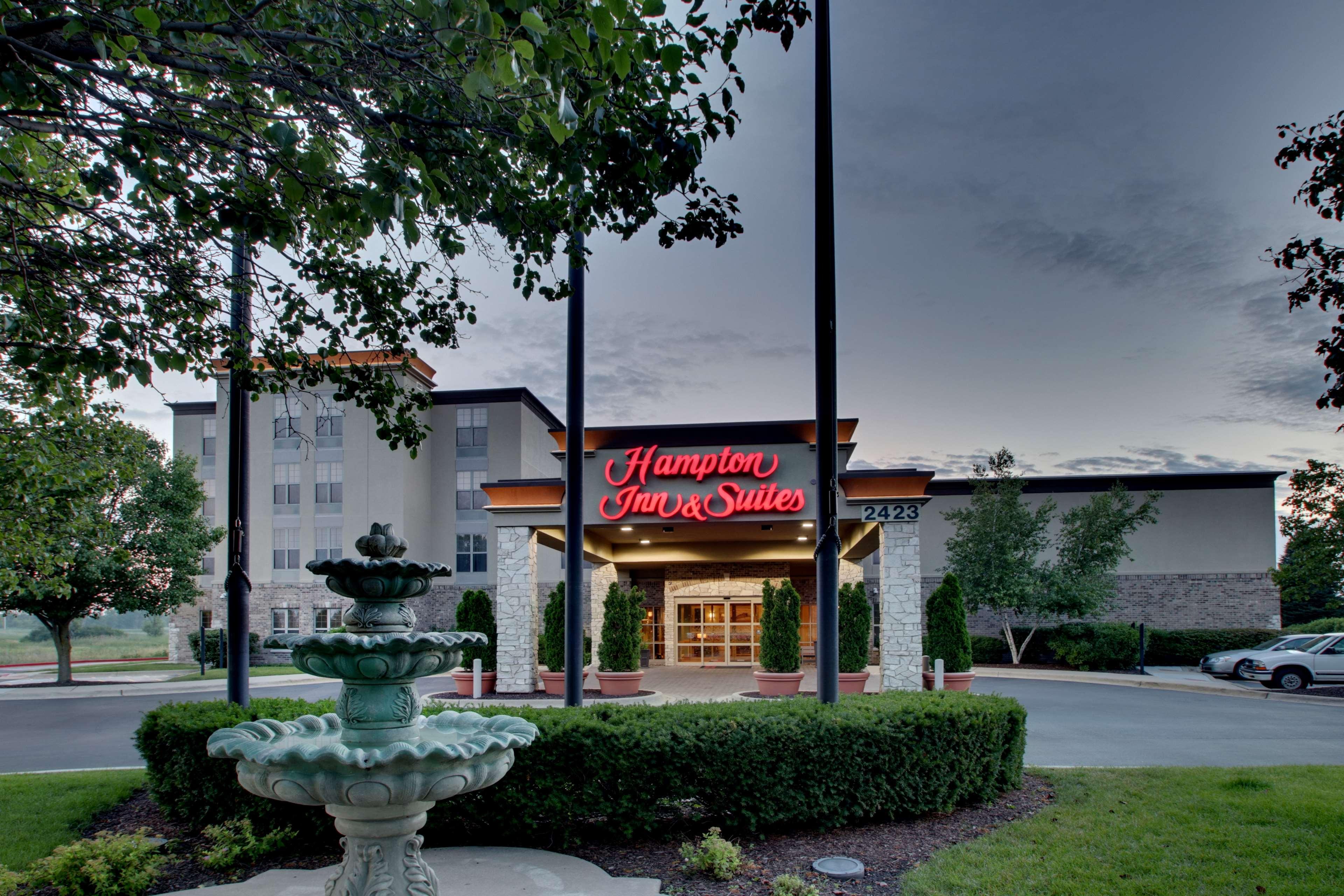 Hampton Inn & Suites Chicago/Aurora image 4