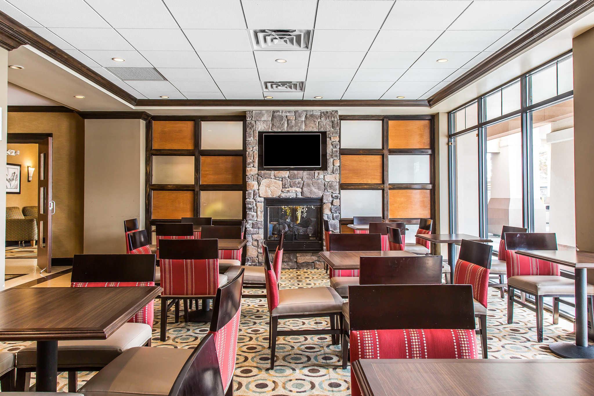 Comfort Inn & Suites image 32