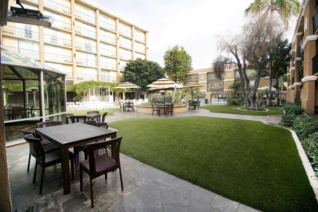 The Hotel Fullerton - Courtyard