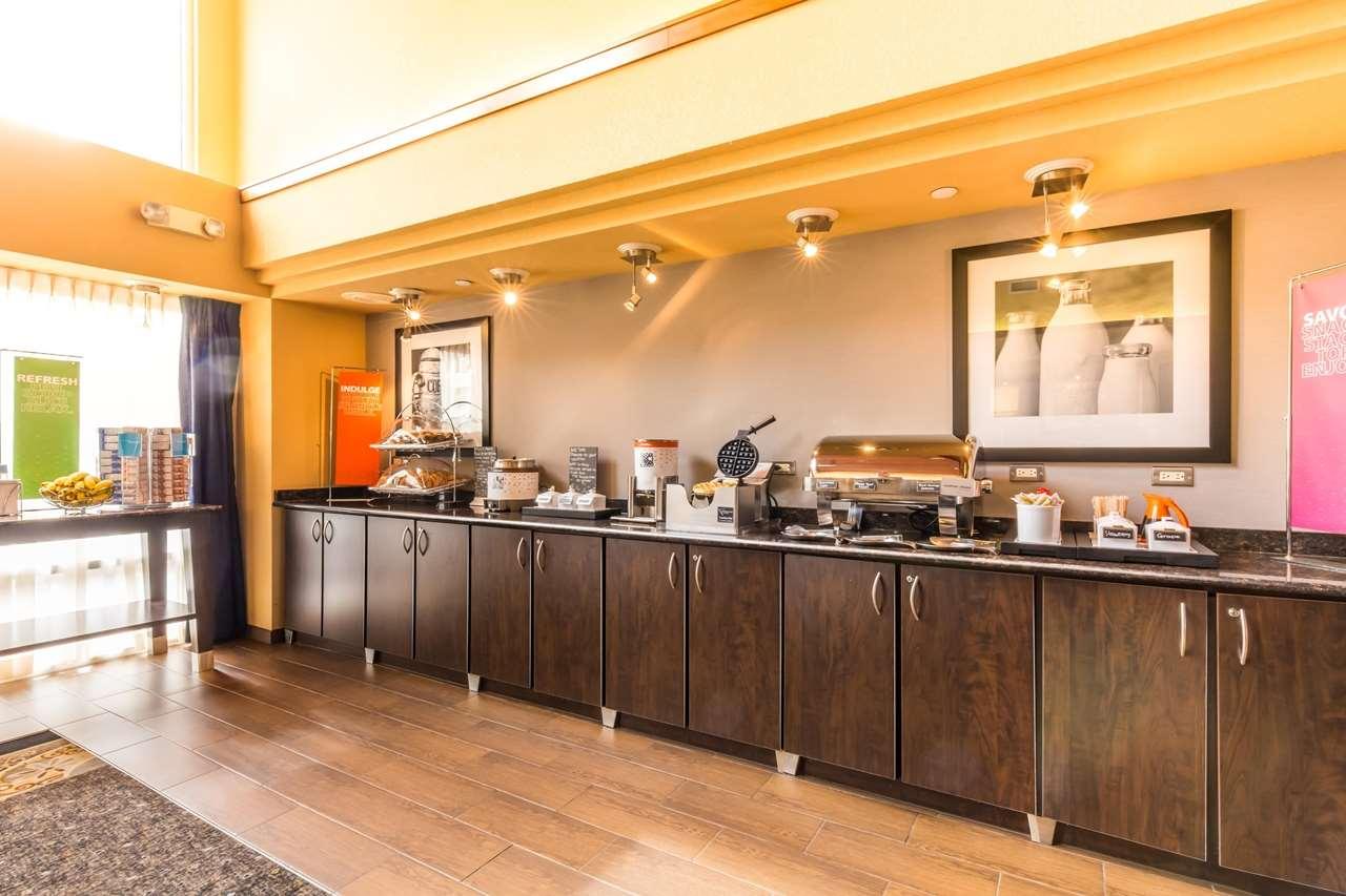 Hampton Inn & Suites Chicago/Hoffman Estates image 30