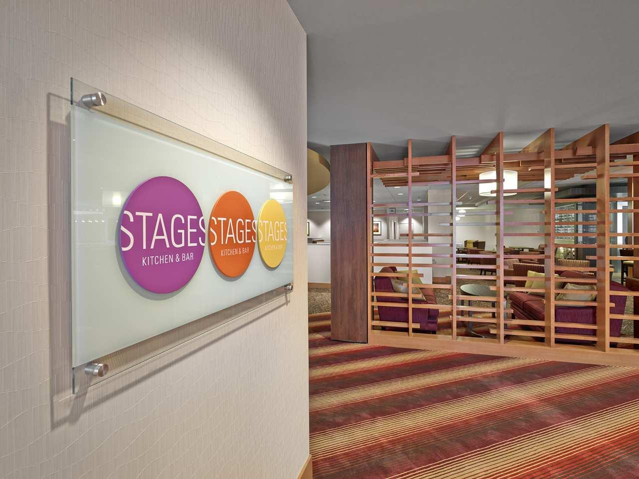 DoubleTree by Hilton Hotel West Edmonton in Edmonton: Stages Kitchen & Bar