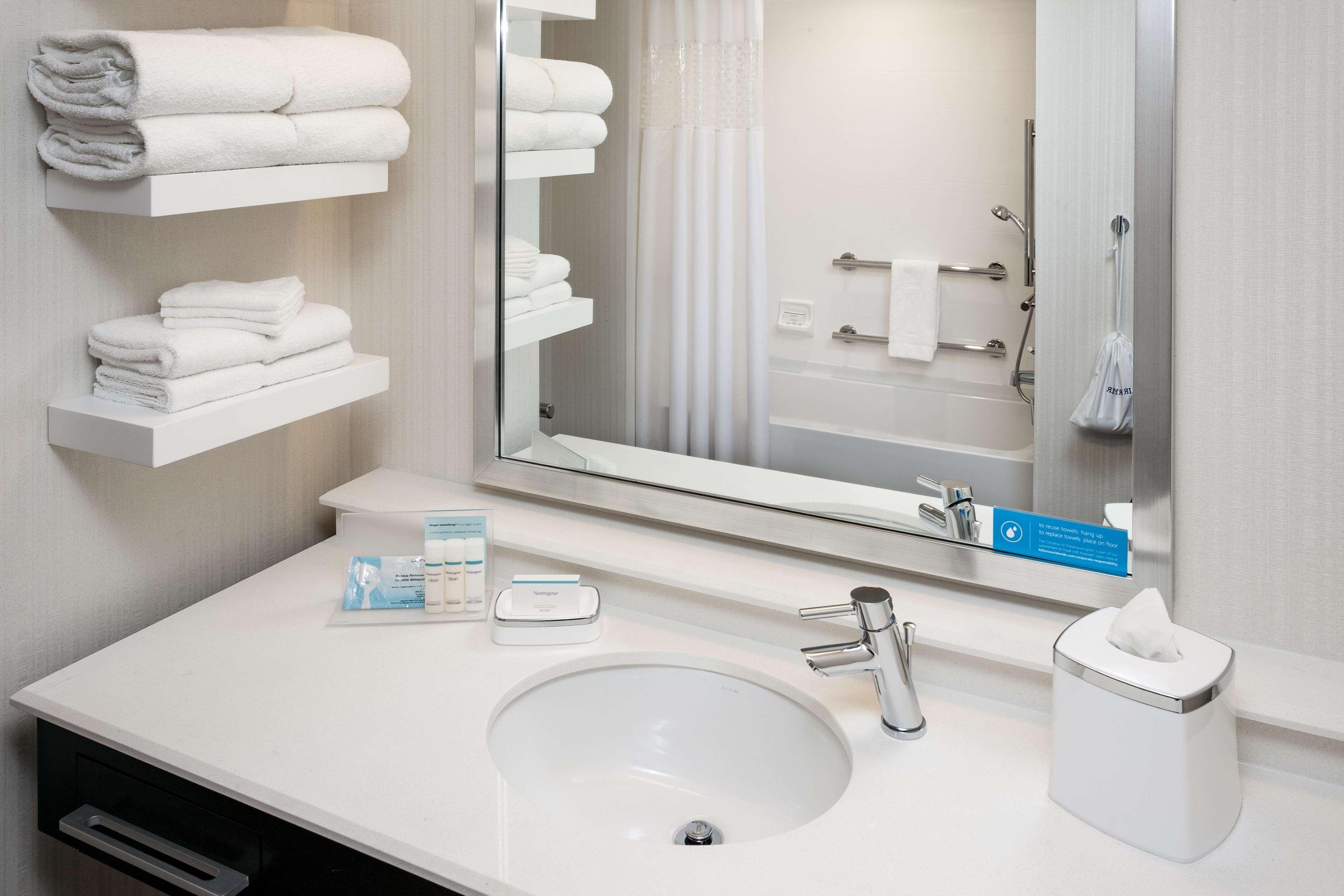 Hampton Inn & Suites by Hilton Seattle/Northgate image 7
