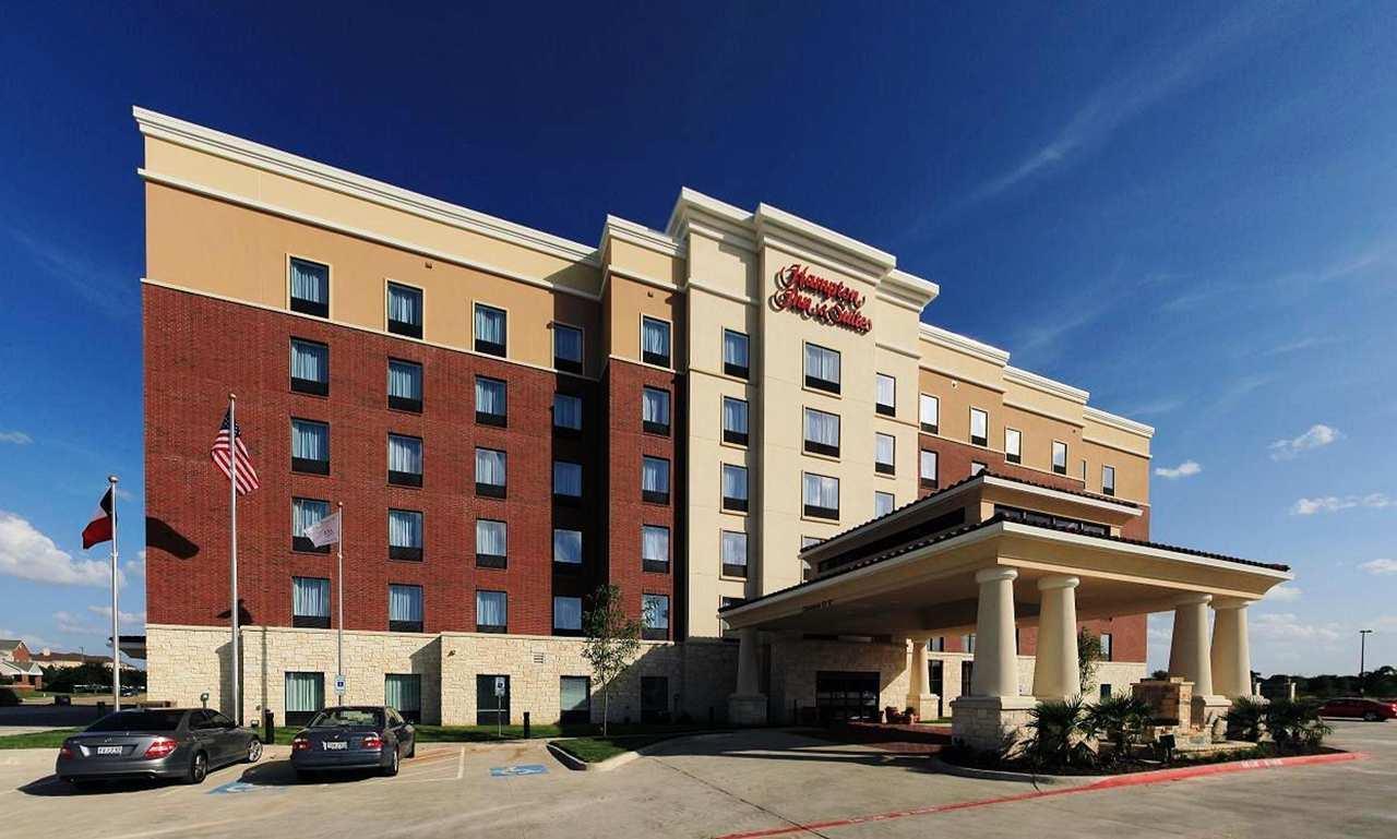 Hampton Inn & Suites Dallas/Lewisville-Vista Ridge Mall, TX image 1