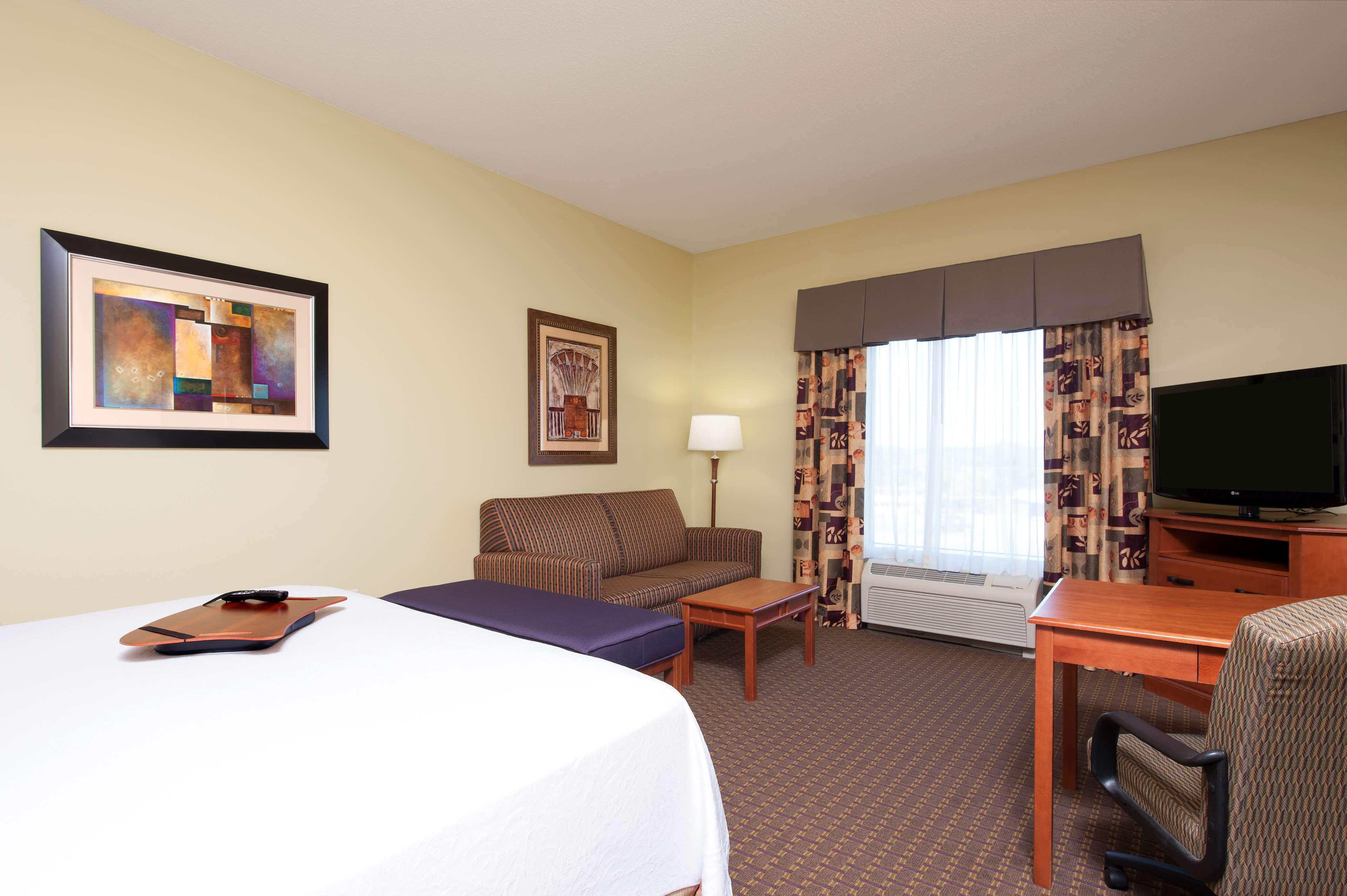 Hampton Inn & Suites Grand Rapids-Airport 28th St image 9