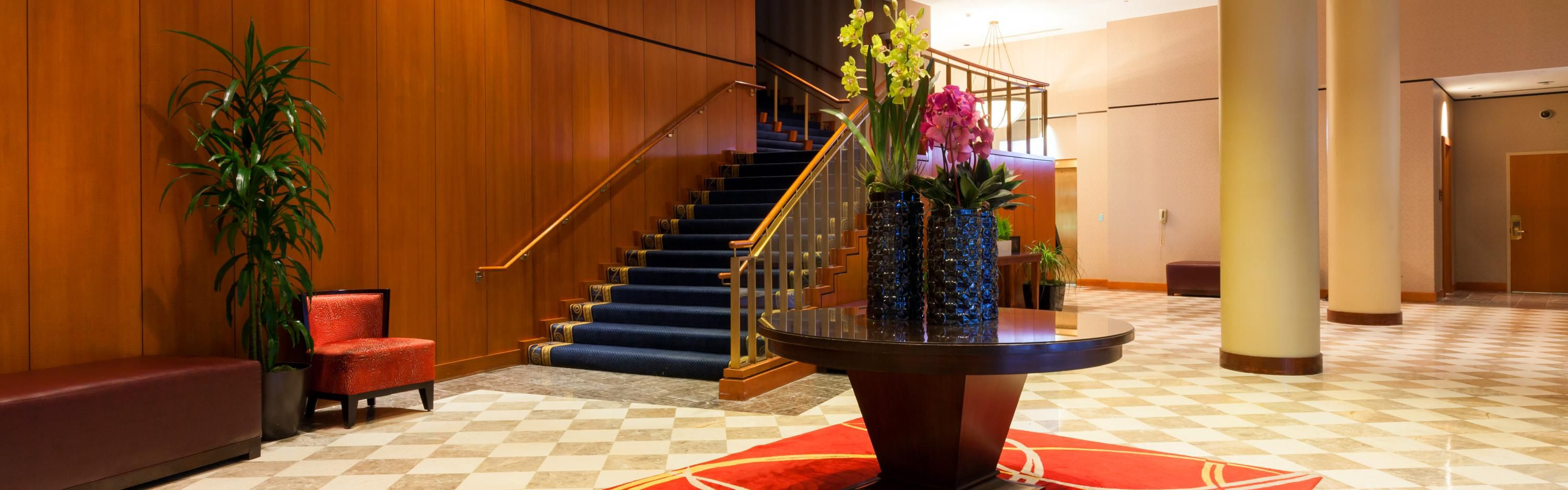 Crowne Plaza Cleveland at Playhouse Square image 5