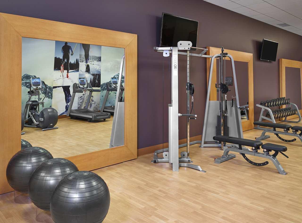 DoubleTree by Hilton Hotel West Edmonton in Edmonton: Fitness Center