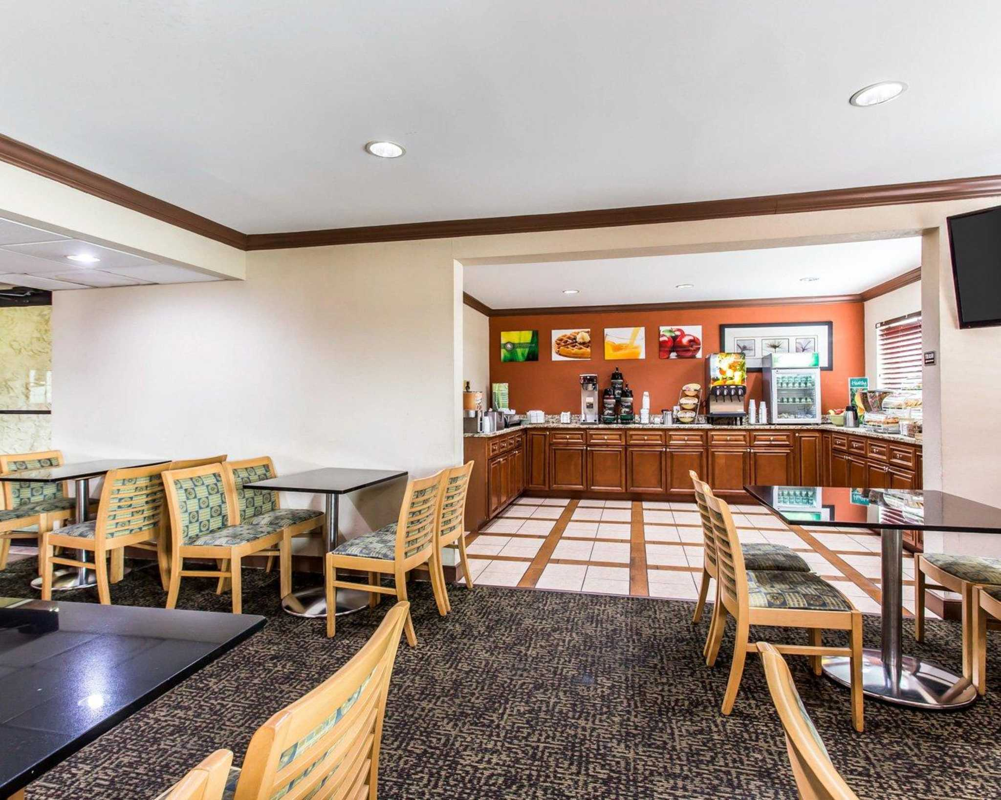 Quality Inn & Suites Southlake image 19
