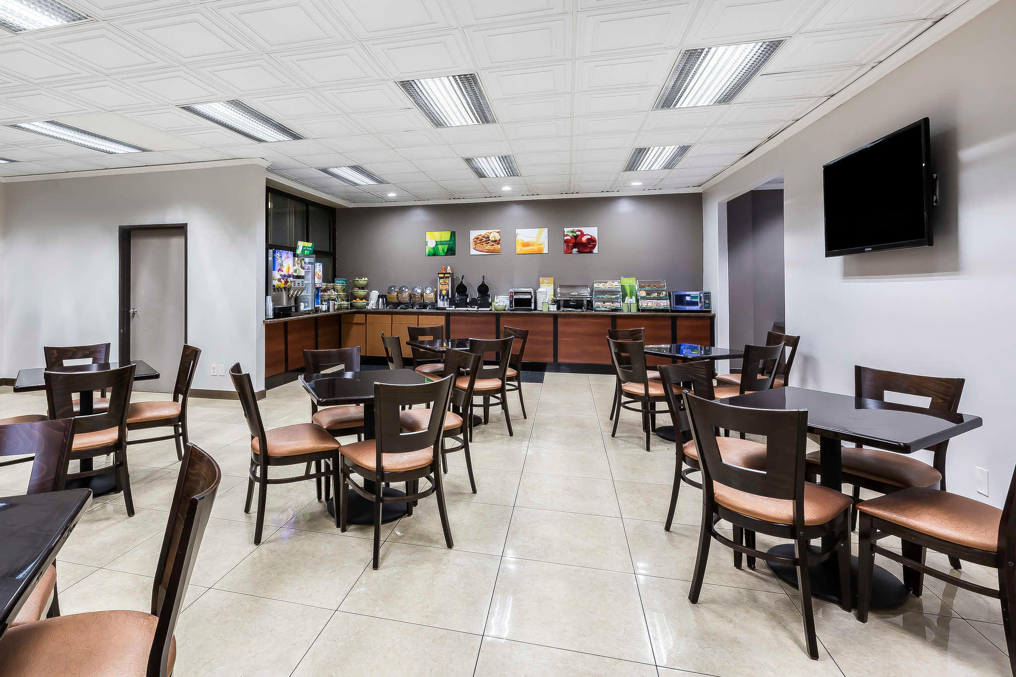 Quality Inn & Suites Los Angeles Airport - LAX image 22