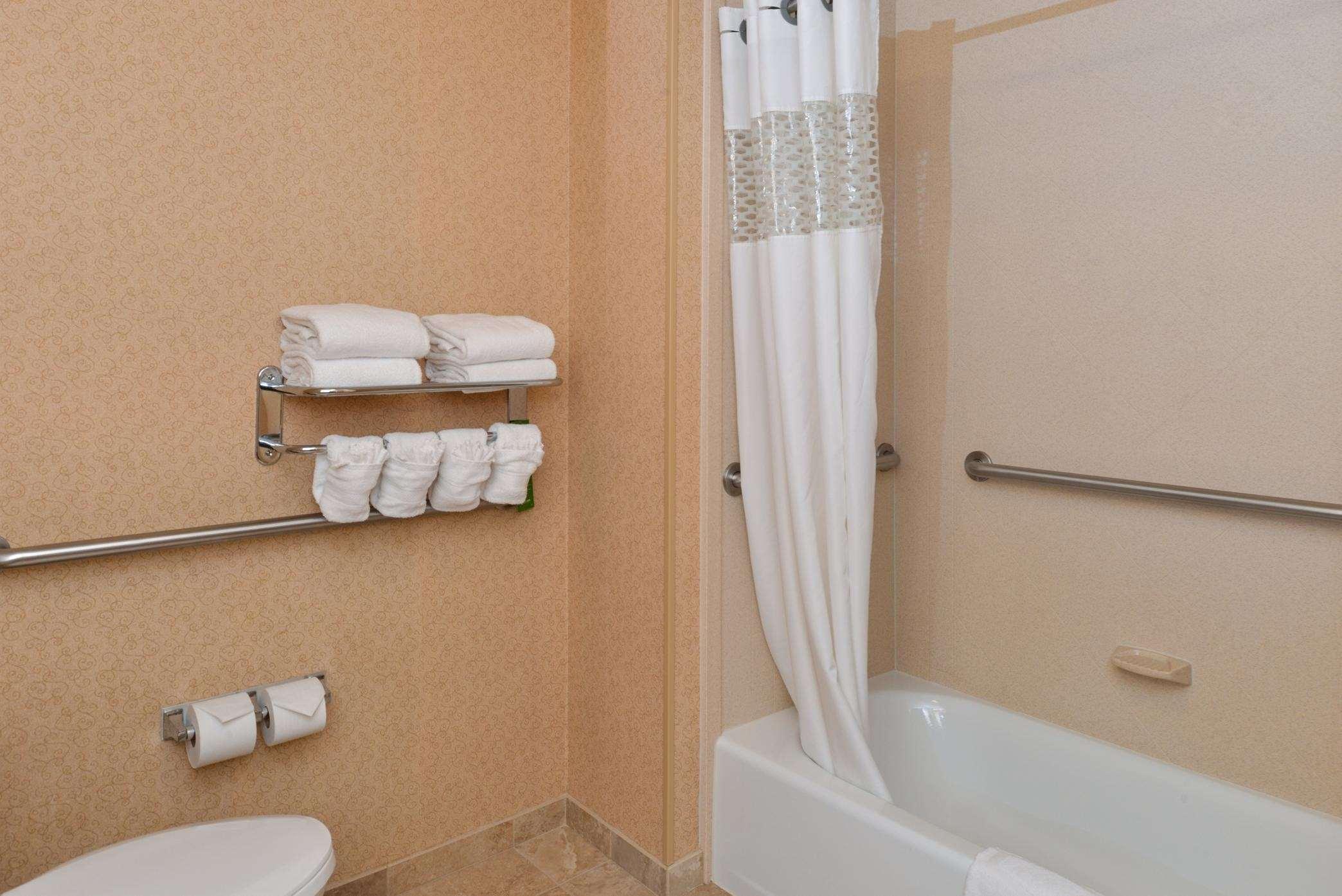Hampton Inn & Suites Casper image 16