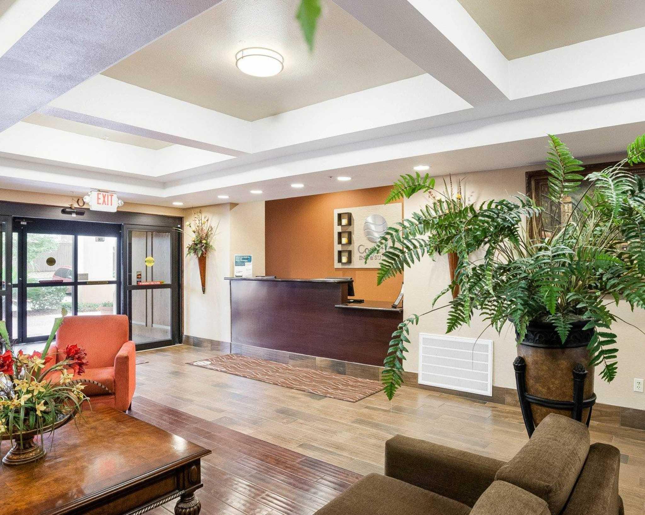 Comfort Inn & Suites Near Medical Center image 10