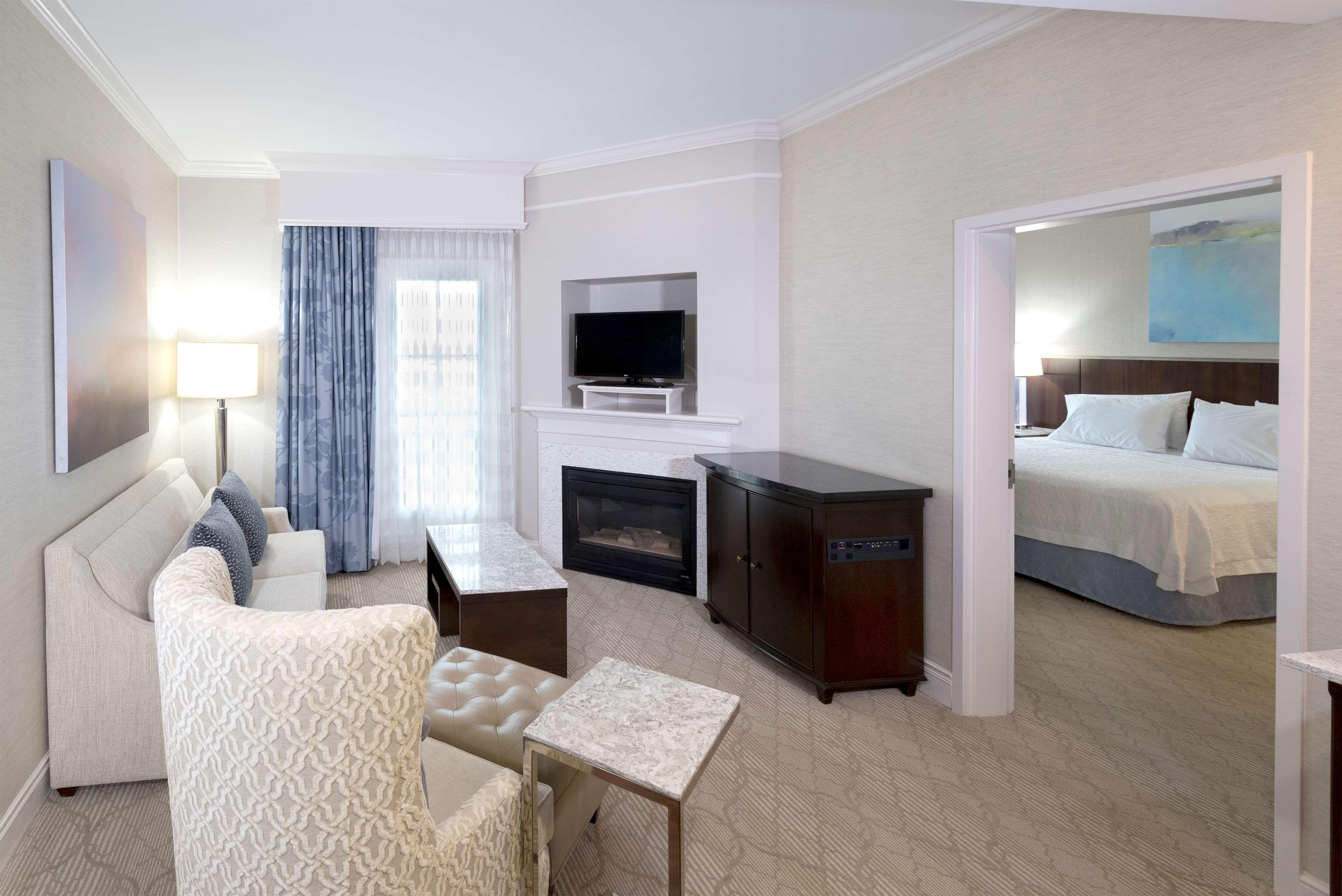 Hampton Inn & Suites Charlotte/South Park at Phillips Place image 21