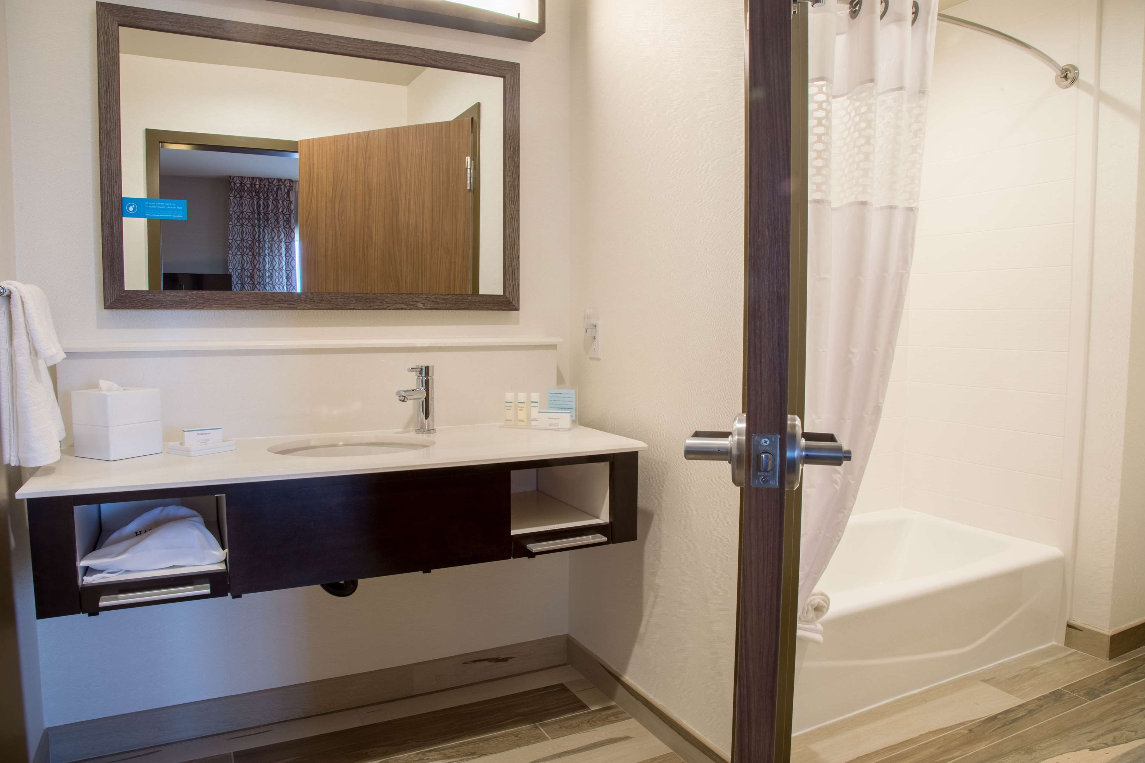 Hampton Inn & Suites Murrieta Temecula image 21