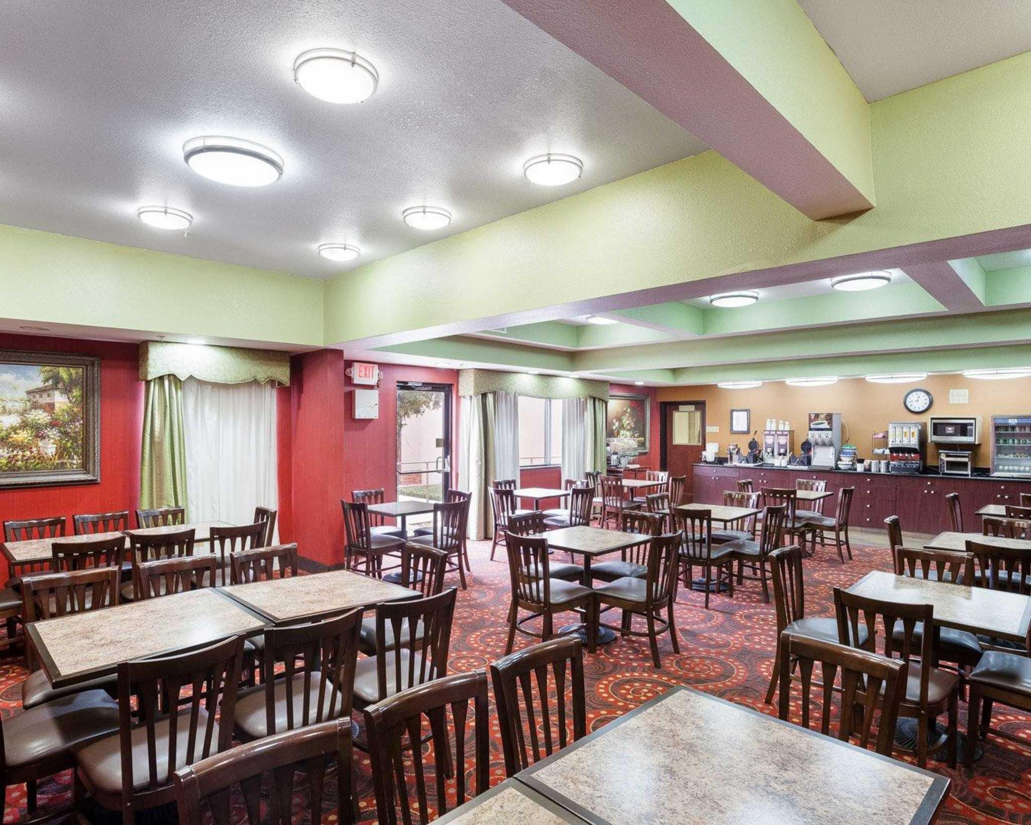 Comfort Inn & Suites Near Medical Center image 16