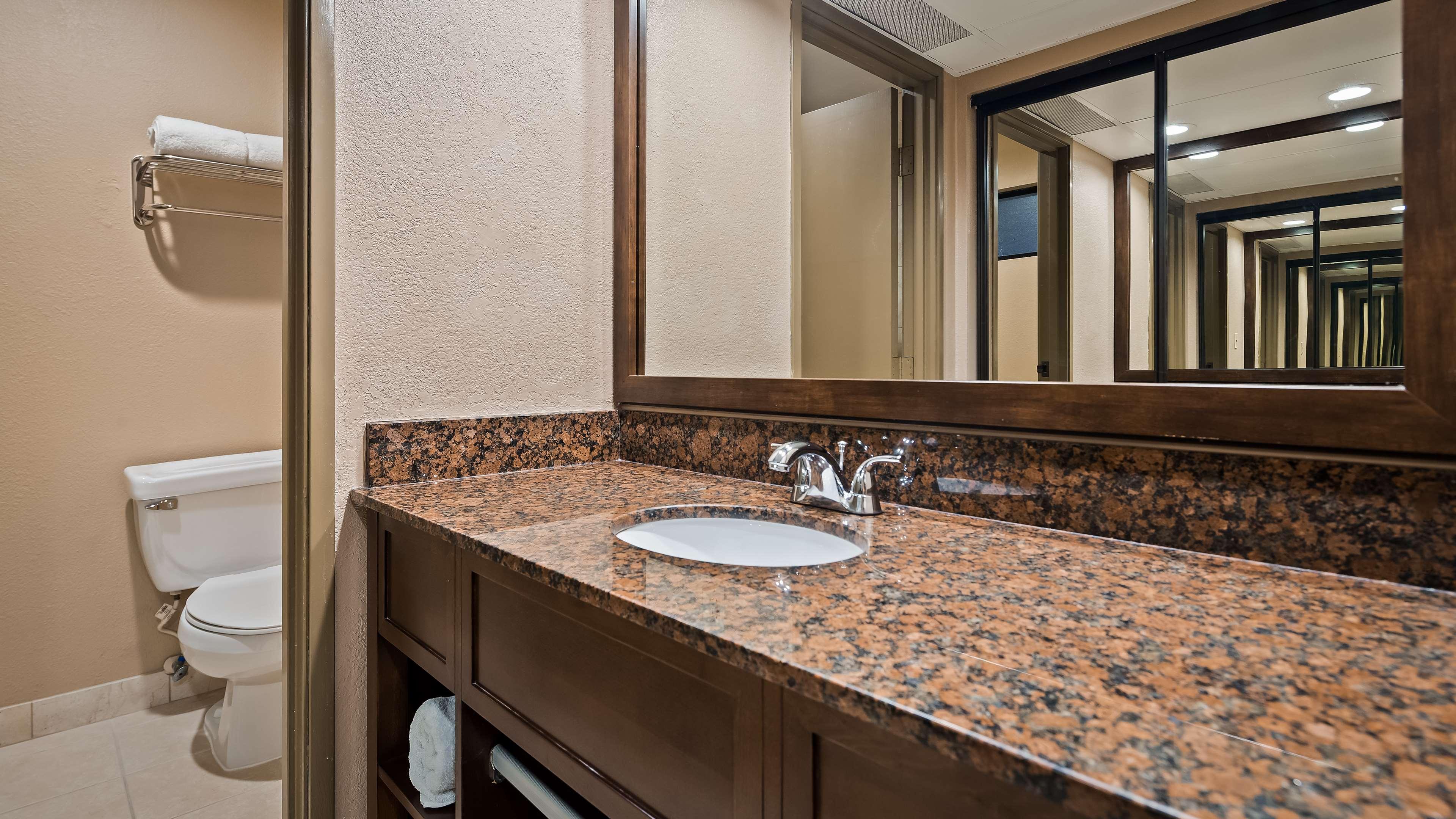 Best Western Encinitas Inn & Suites at Moonlight Beach image 20