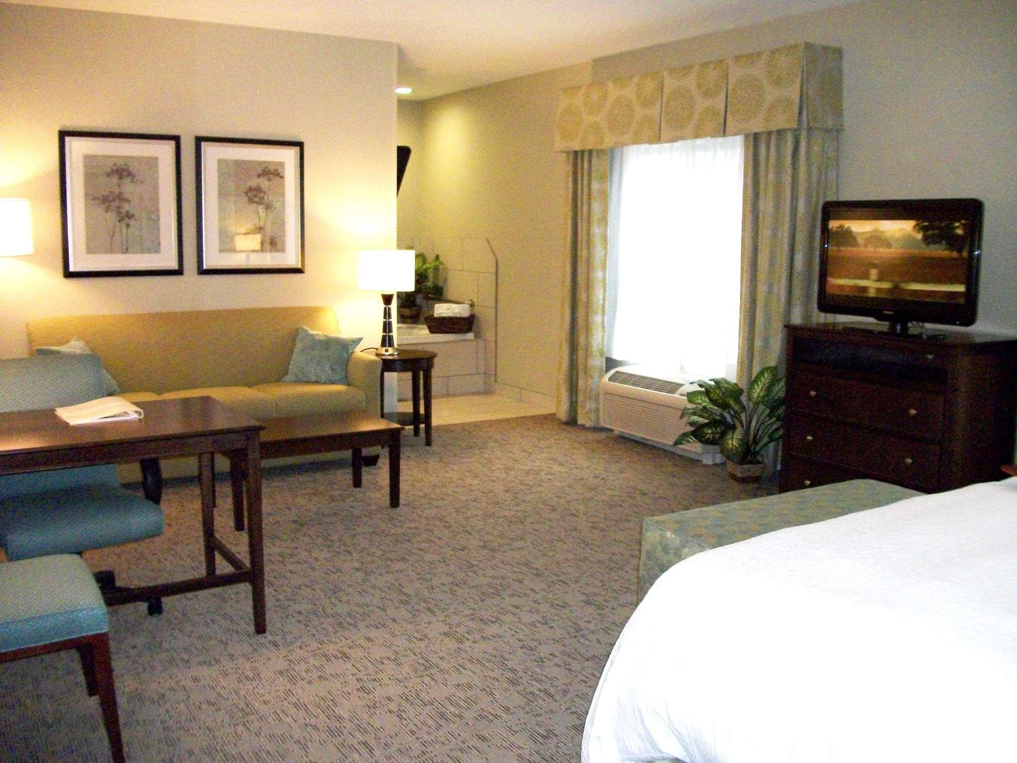 Hampton Inn & Suites Manteca image 20