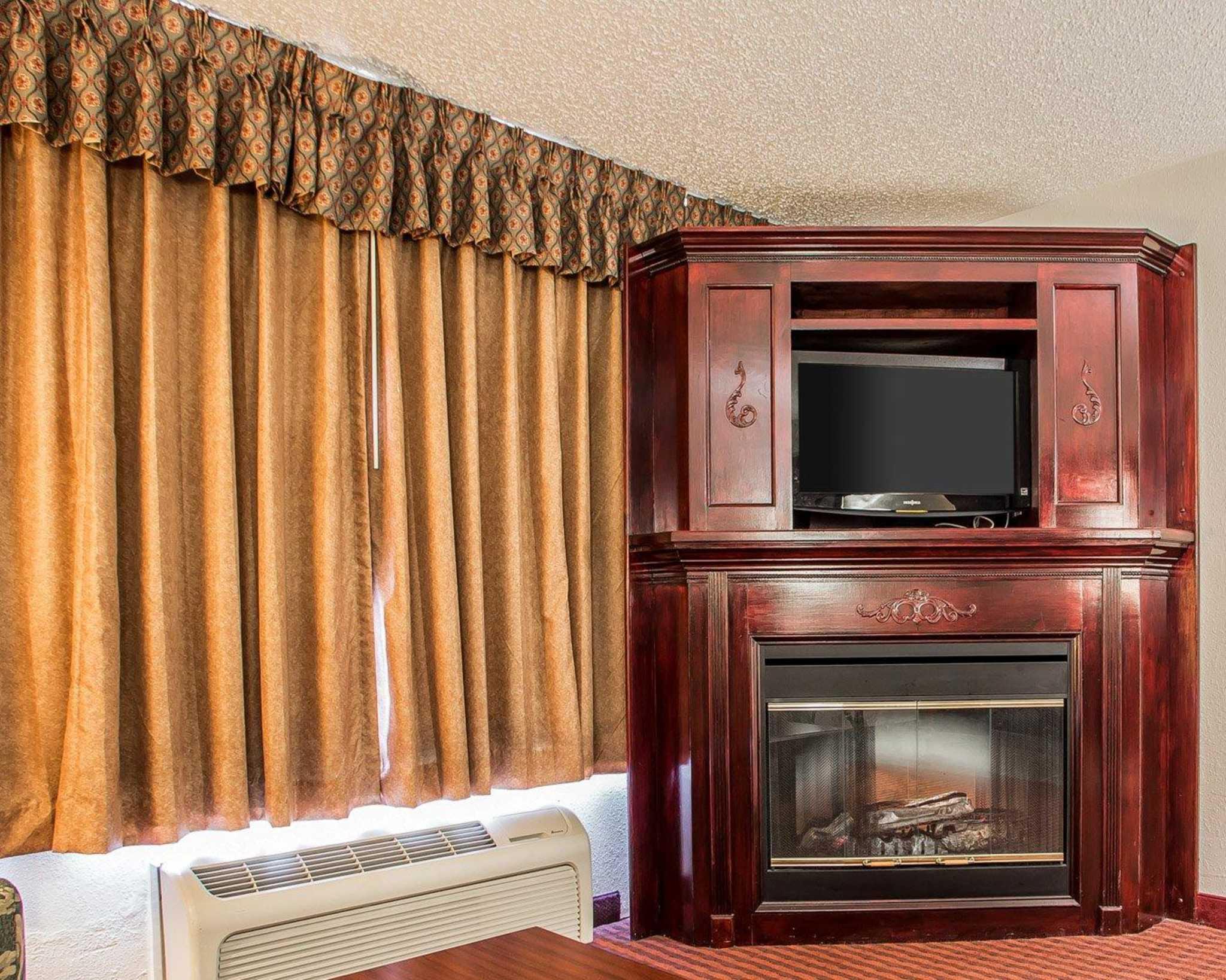 Clarion Hotel Highlander Conference Center image 24